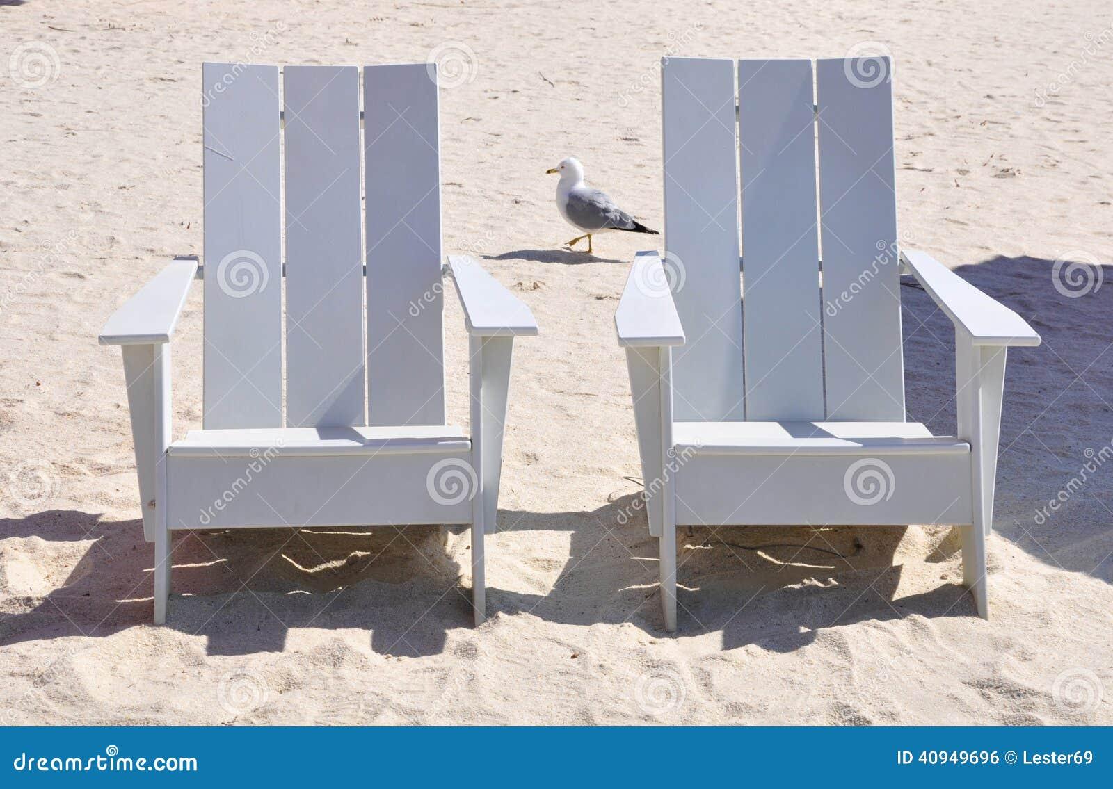 Sedie di legno bianche fotografia stock immagine 40949696 for Sedie di legno bianche