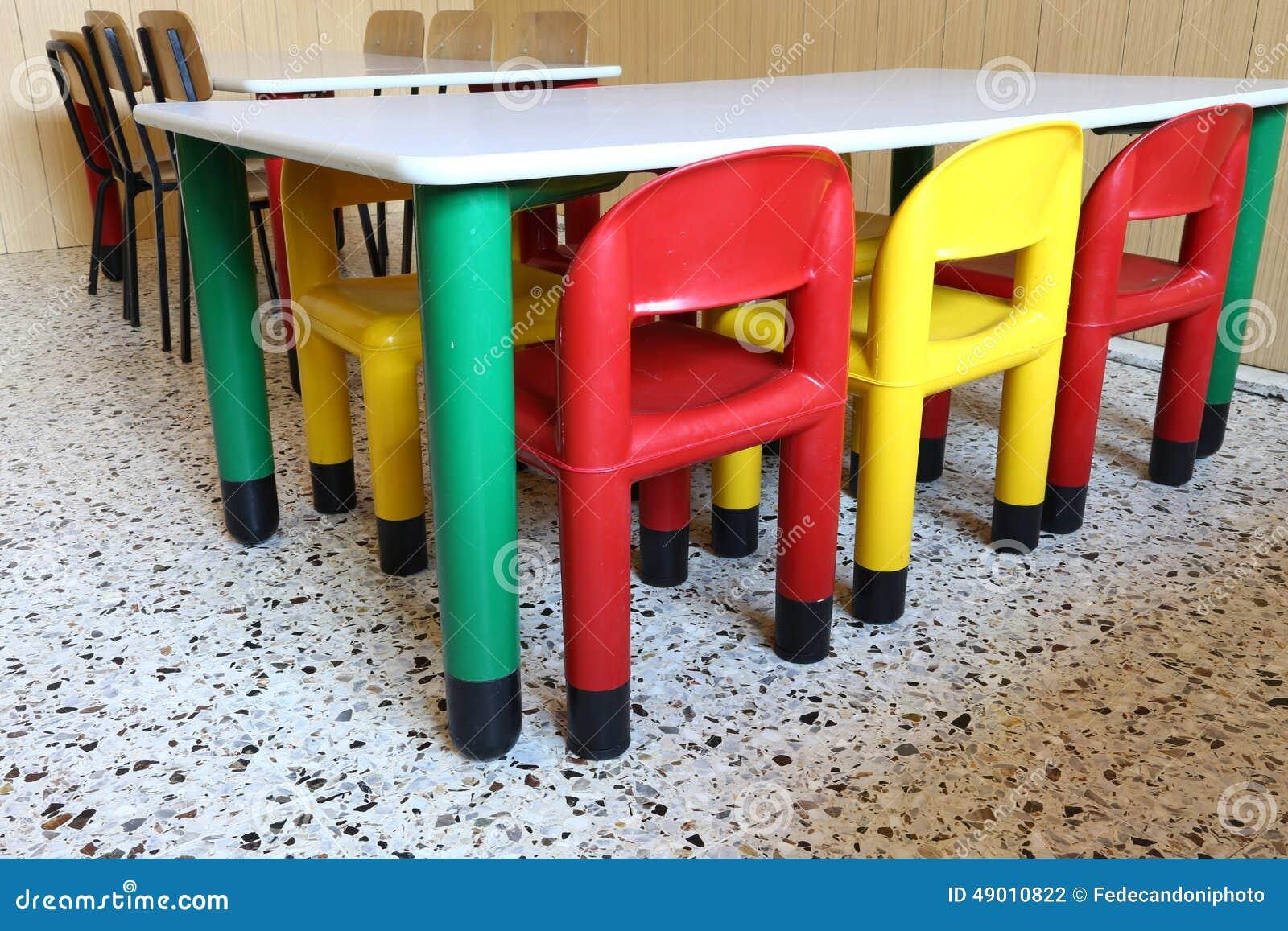 Fabbrica Sedie In Plastica.Sedie Di Plastica E Piccole Tavole Nella Scuola Materna Fotografia