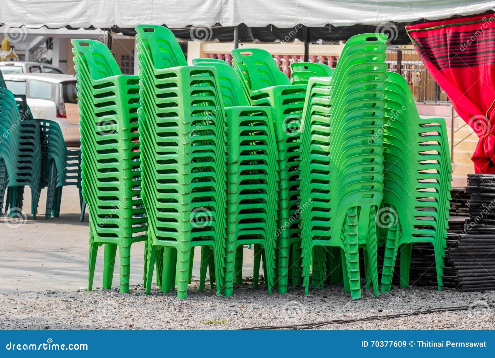 Sedie Verdi Di Plastica.Sedie Di Plastica Verdi Immagine Stock Immagine Di Esterno 70377609