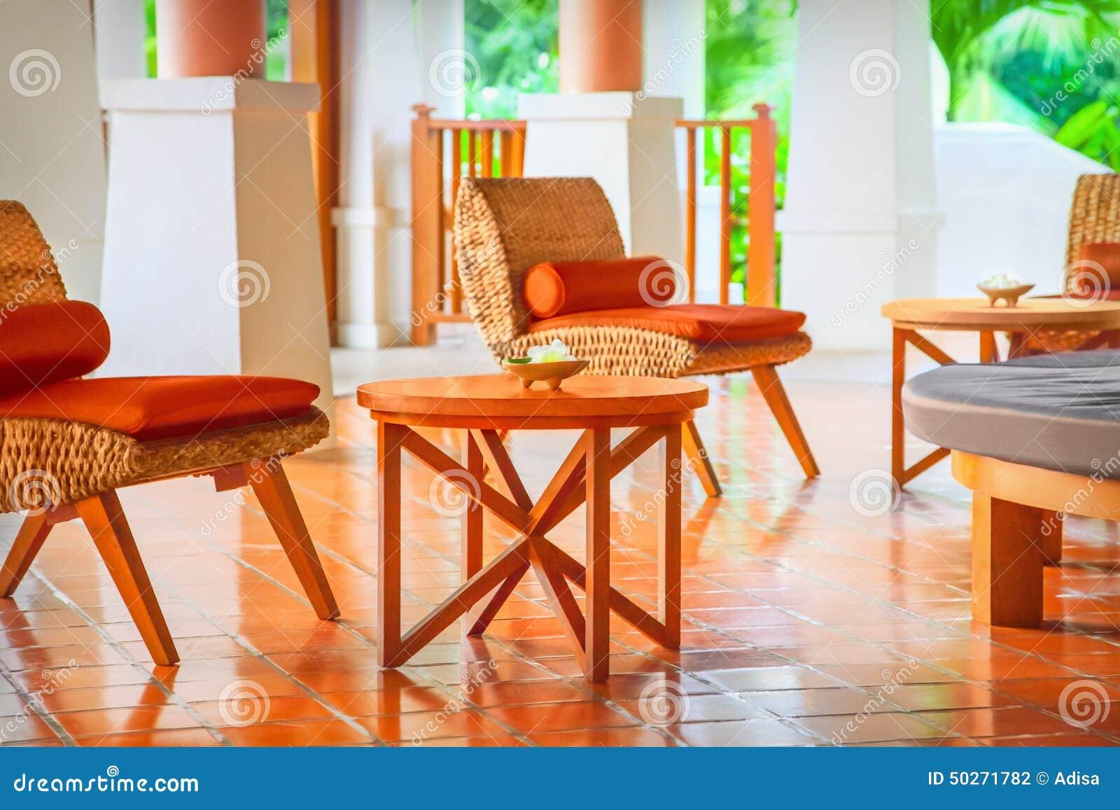 Sedie di vimini e tavola fotografia stock immagine di for Tavola e sedie