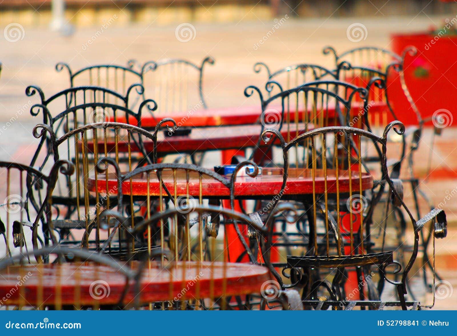 Service Terrazzo Pioggia Sedie Self Stock Sul Nel Immagine La Dopo KF31TlJc