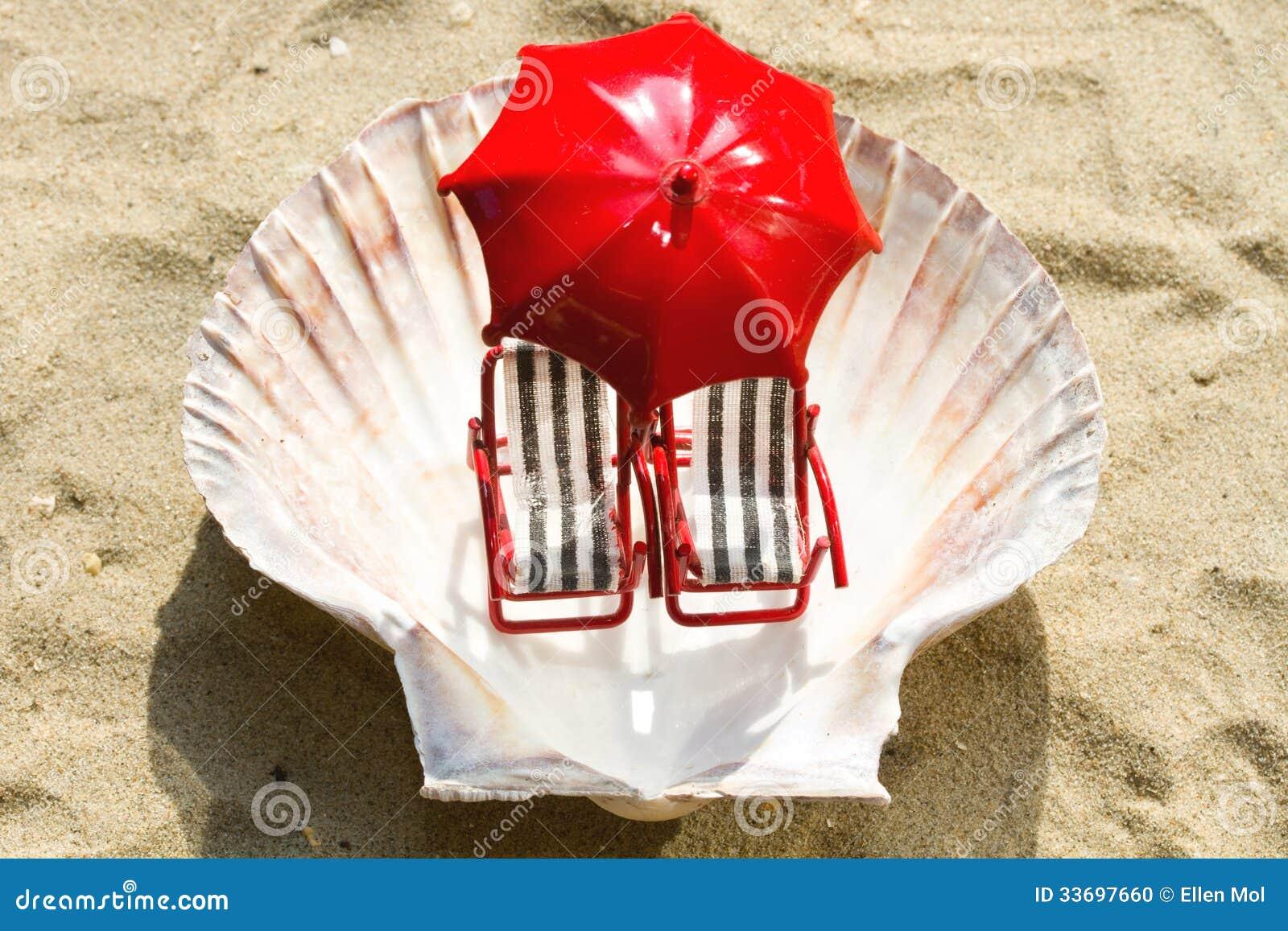 Sedie A Sdraio In Miniatura.Sedie A Sdraio Miniatura Sulla Spiaggia Fotografia Stock Immagine