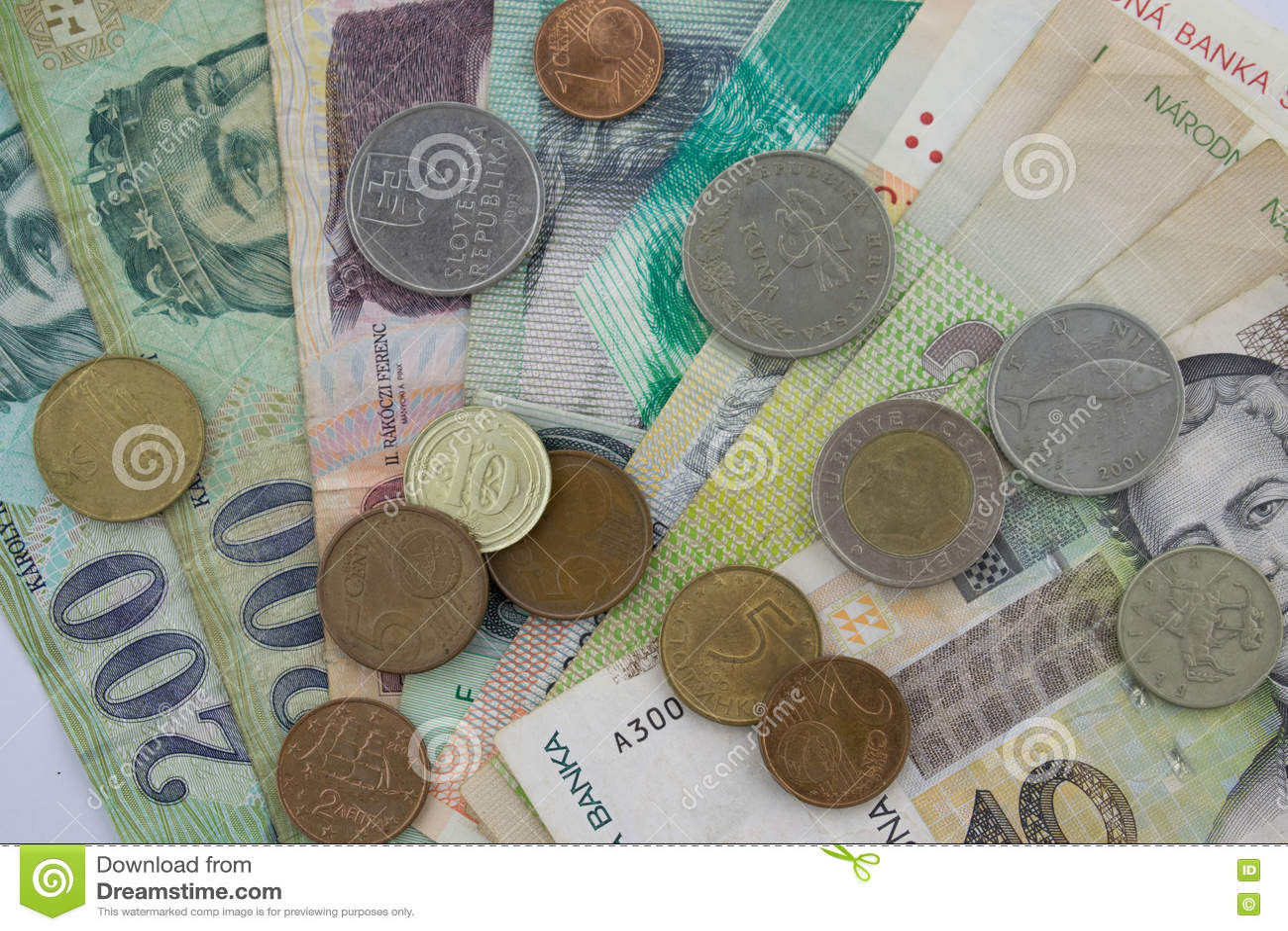 Sedlar och mynt från olika europian länder