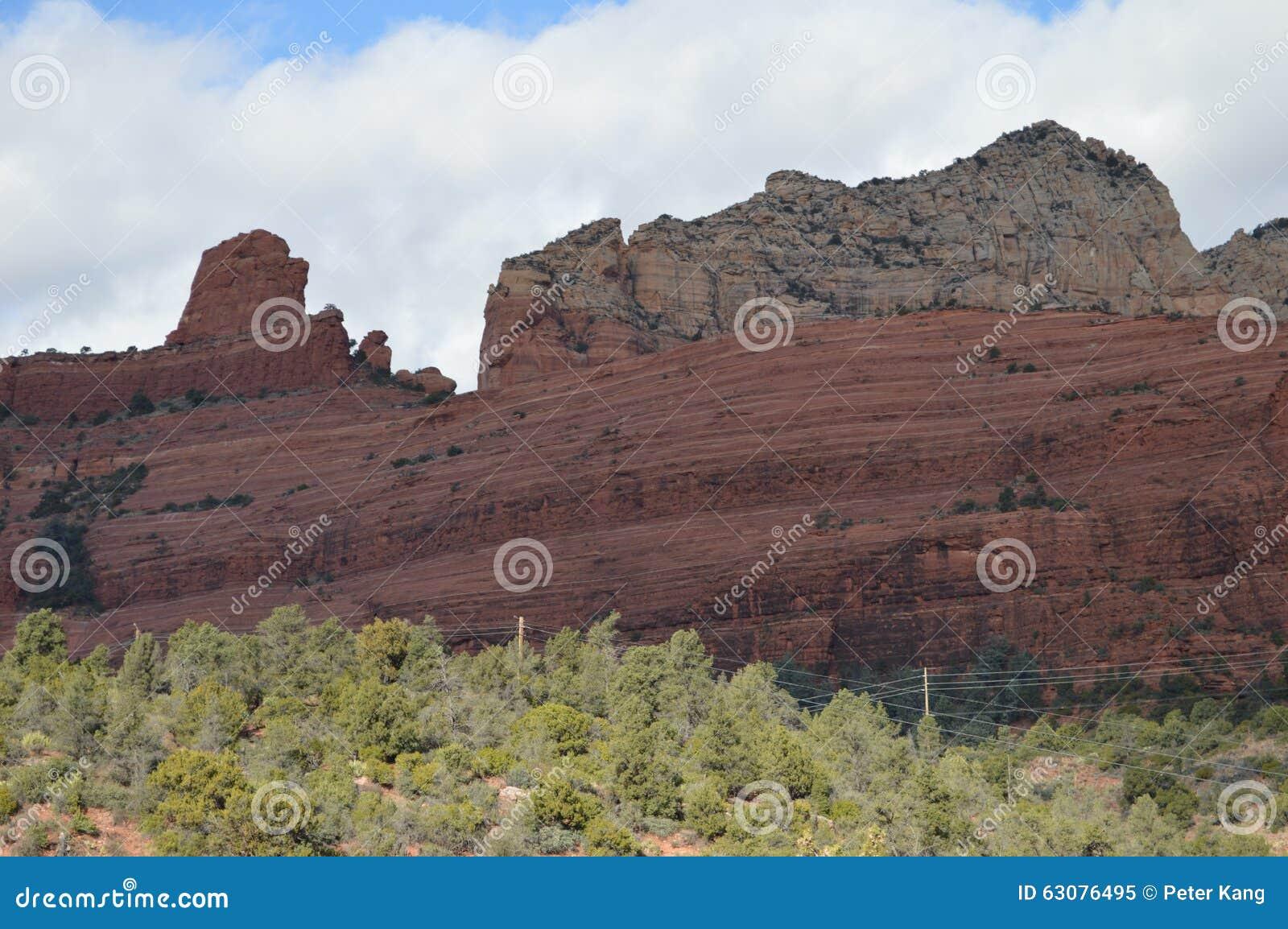 Download Sedona Moutains image stock. Image du crête, arbres, montagnes - 63076495
