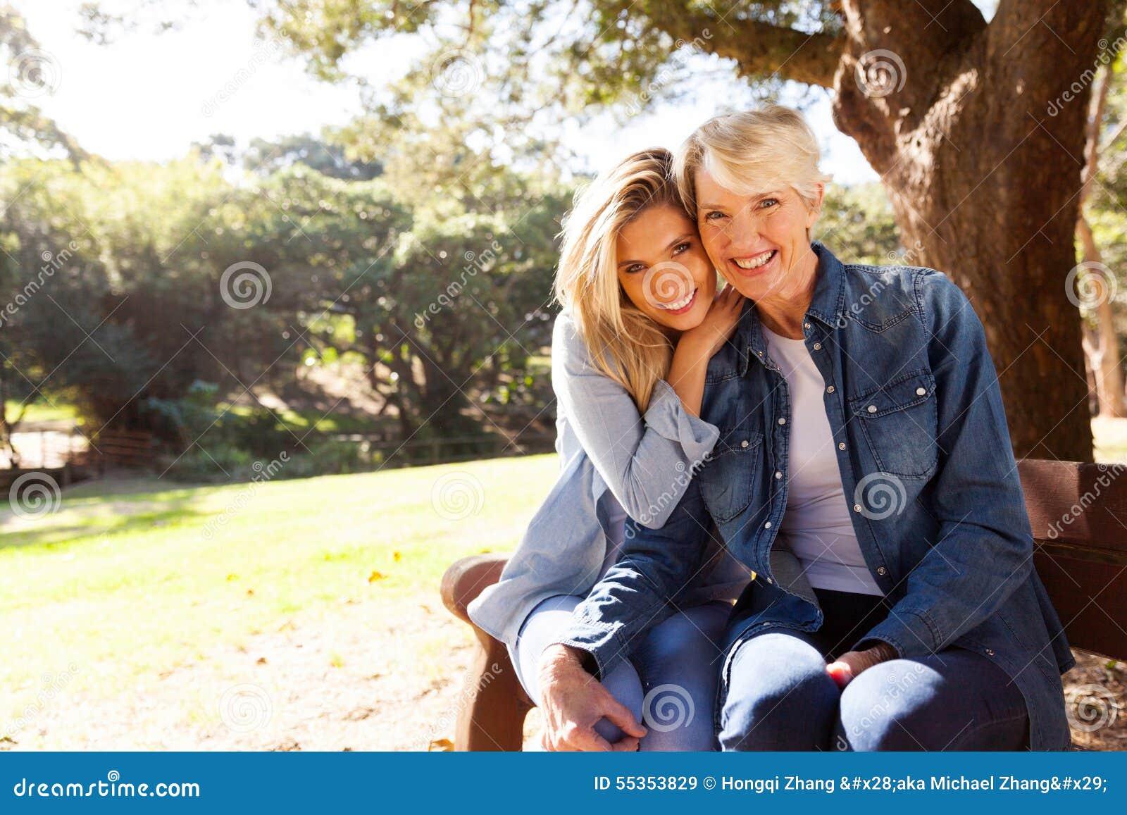 Seduta della figlia e della madre