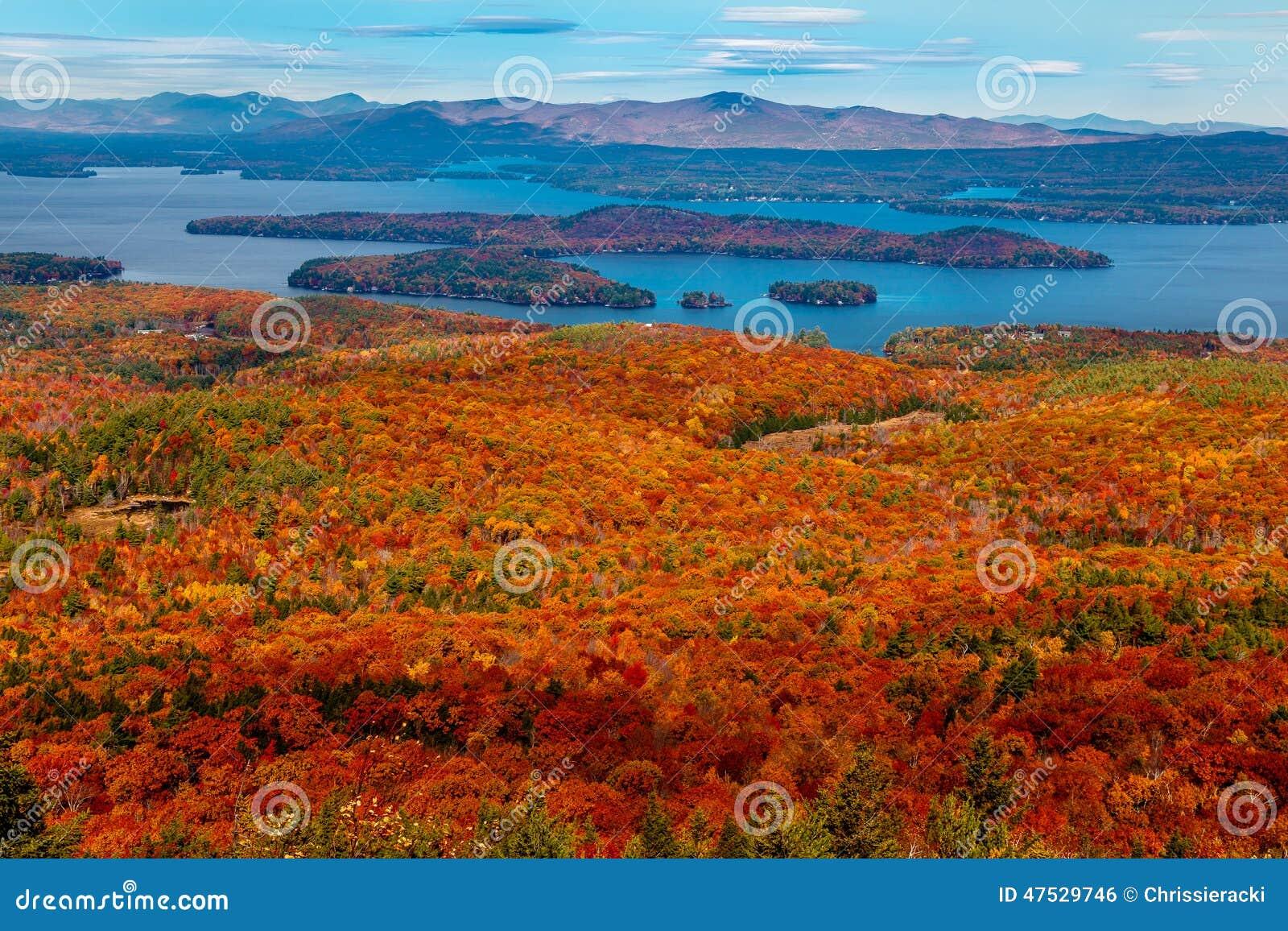 See angesehen von buntem Autumn Mountaintop