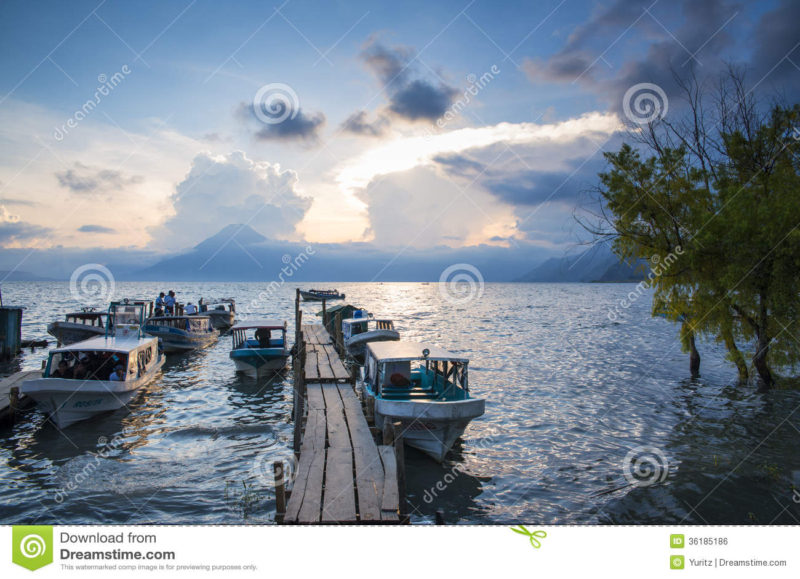 See Atitlan bei Sonnenuntergang