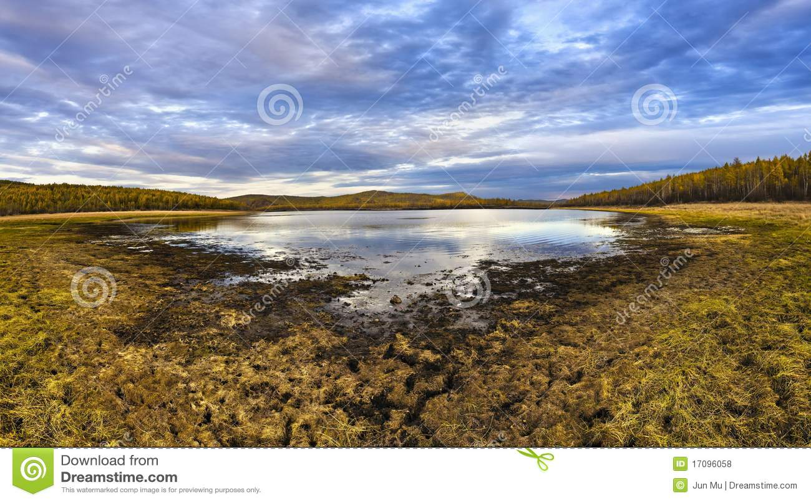 See und Wald im Herbst