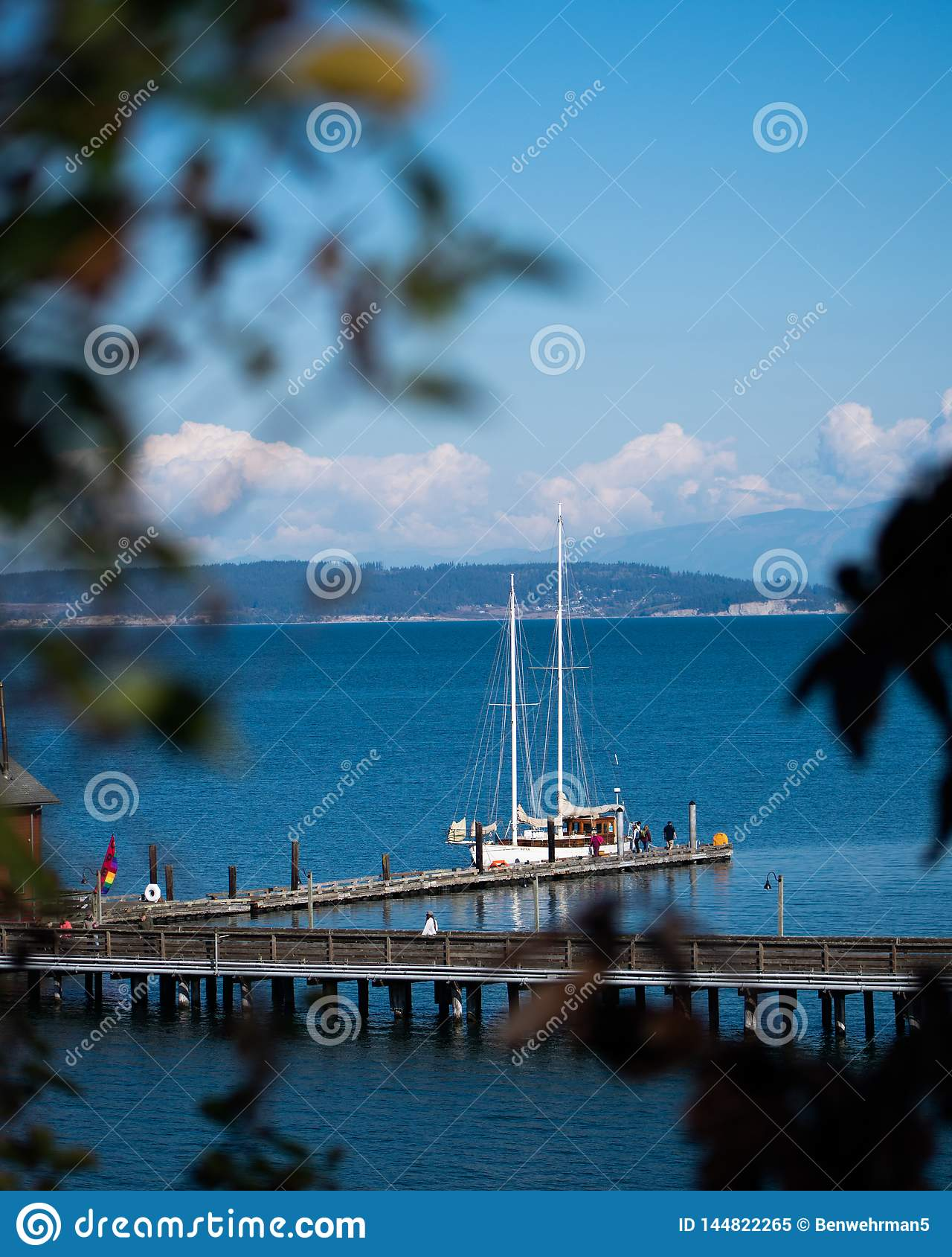 Segelboot auf dem Dock