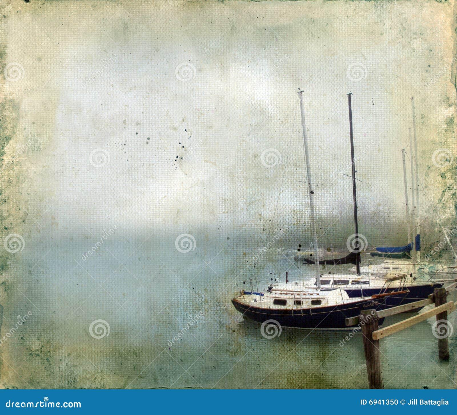 Segelboote angekoppelt im Nebel