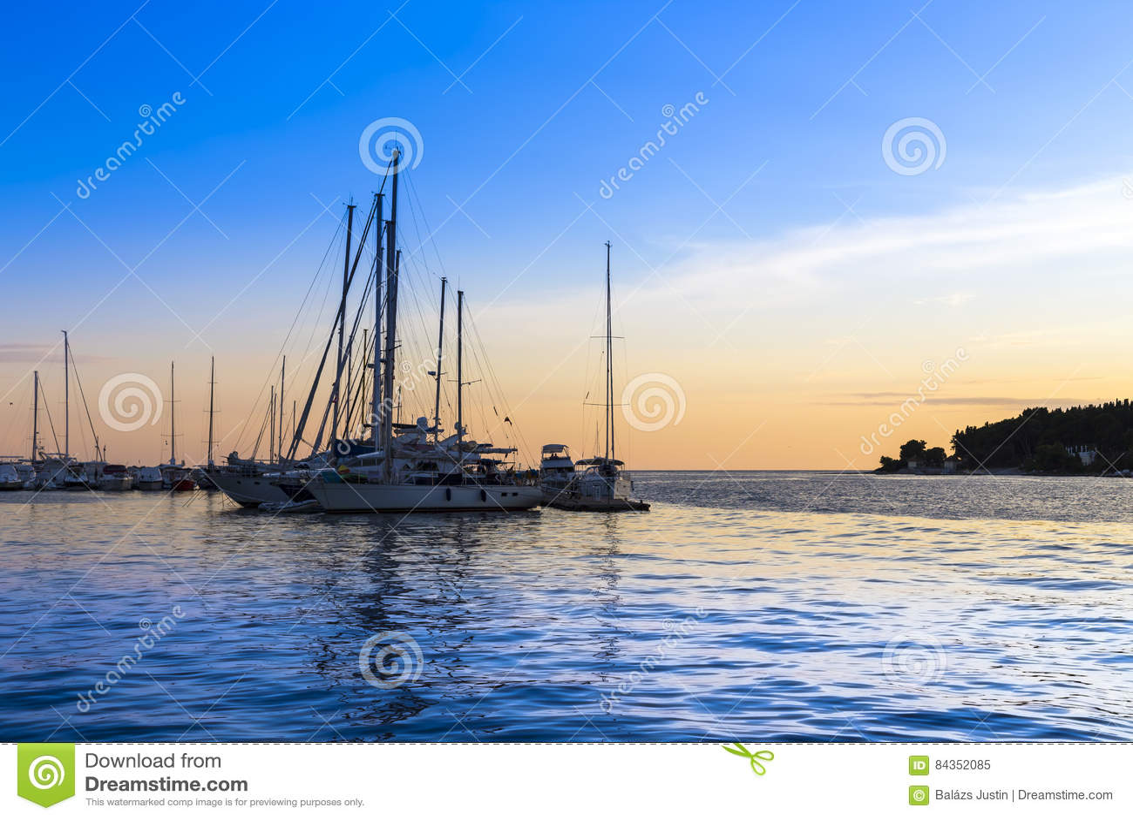 Segelschiffe auf dem meer  Segelschiffe In Meer Bei Sonnenuntergang Stockbild - Bild von pier ...