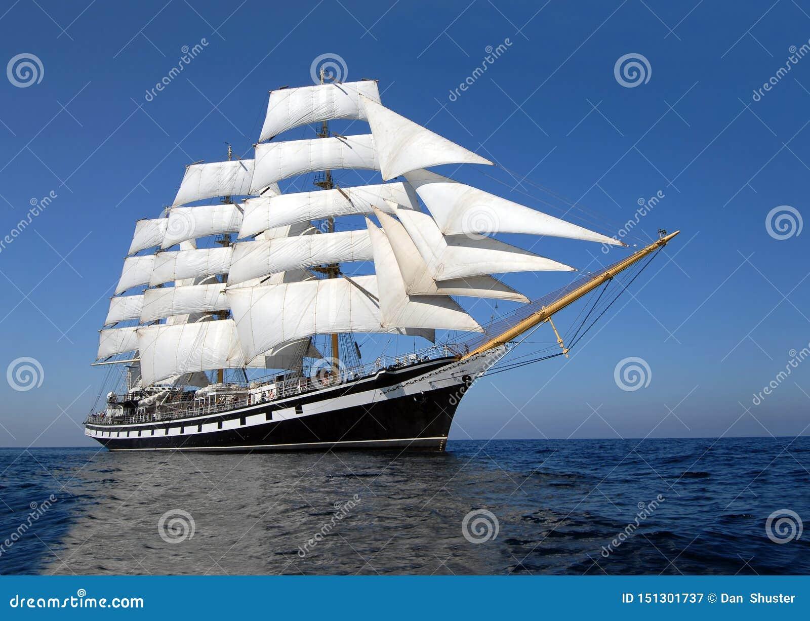 Seglingskepp på 12: e.m. av dagen