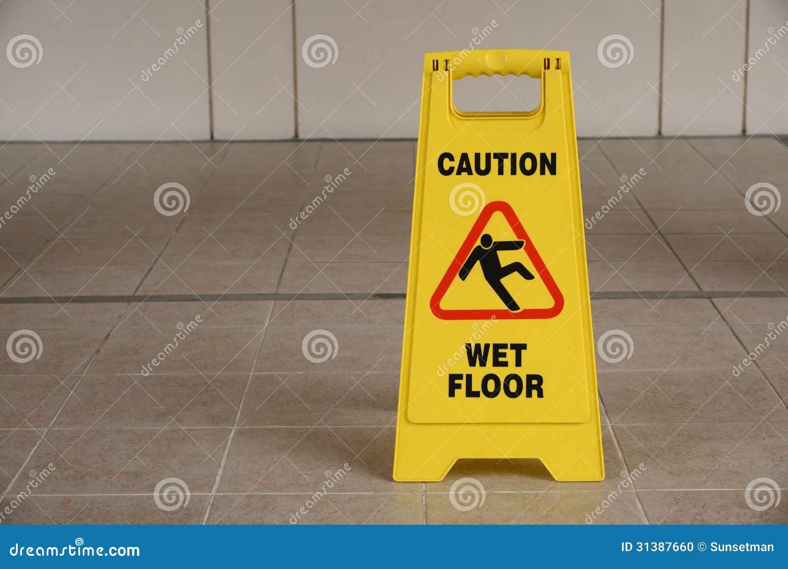 segnale di pericolo del pavimento bagnato