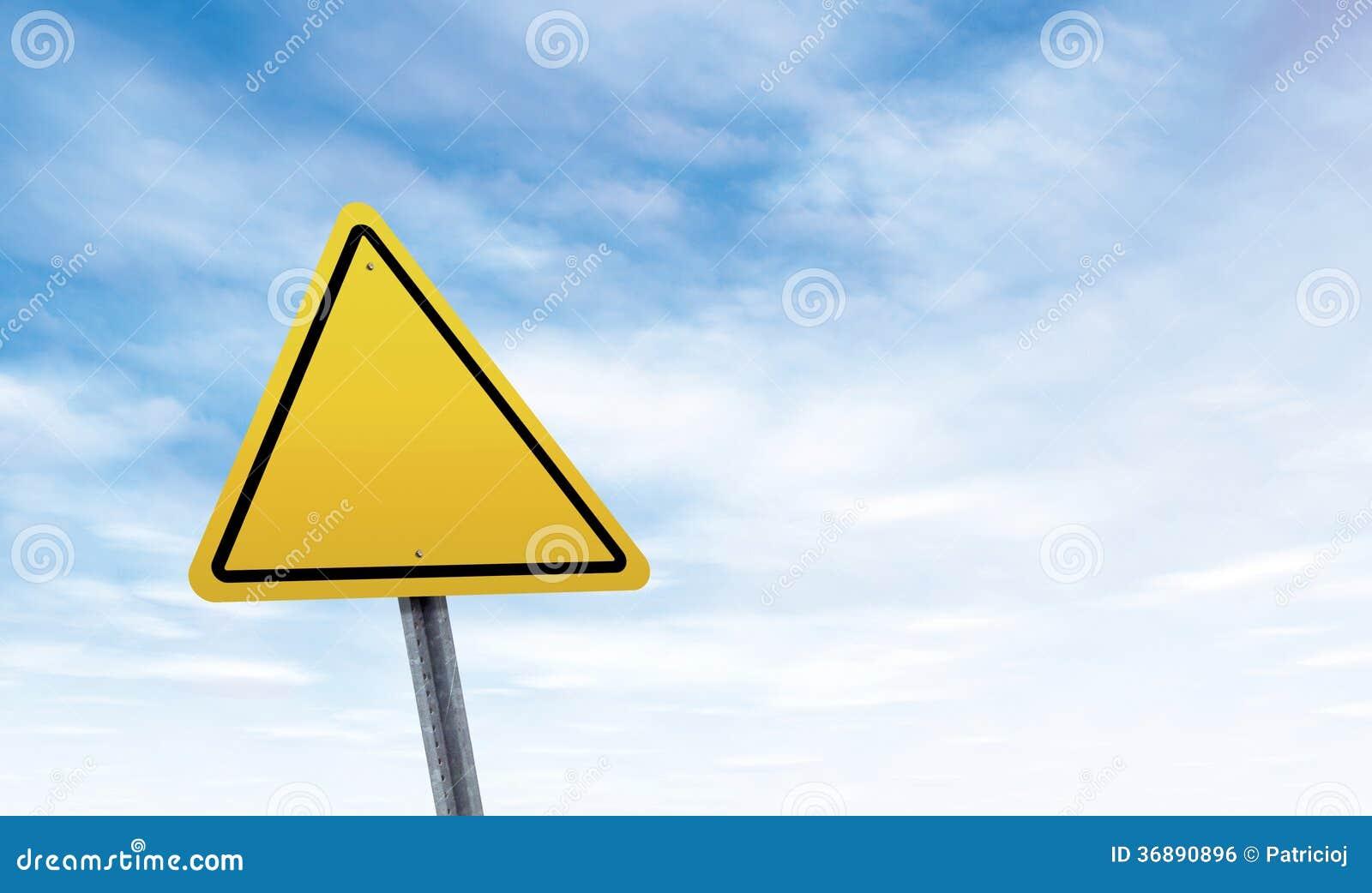 Download Segnale Stradale In Bianco Con Lo Spazio Della Copia Del Cielo Fotografia Stock - Immagine di background, yellow: 36890896