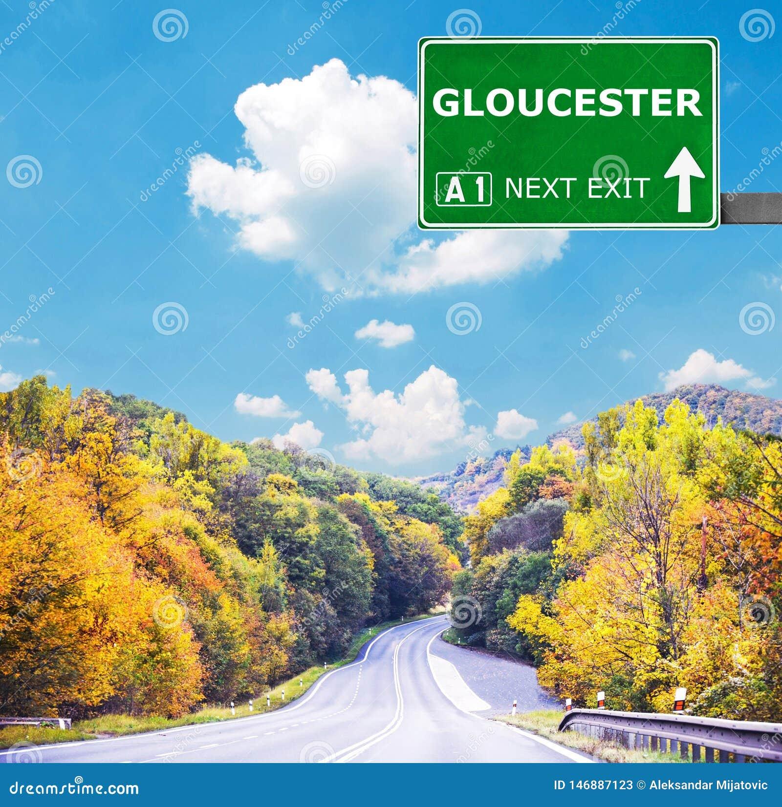 Segnale stradale di GLOUCESTER contro chiaro cielo blu