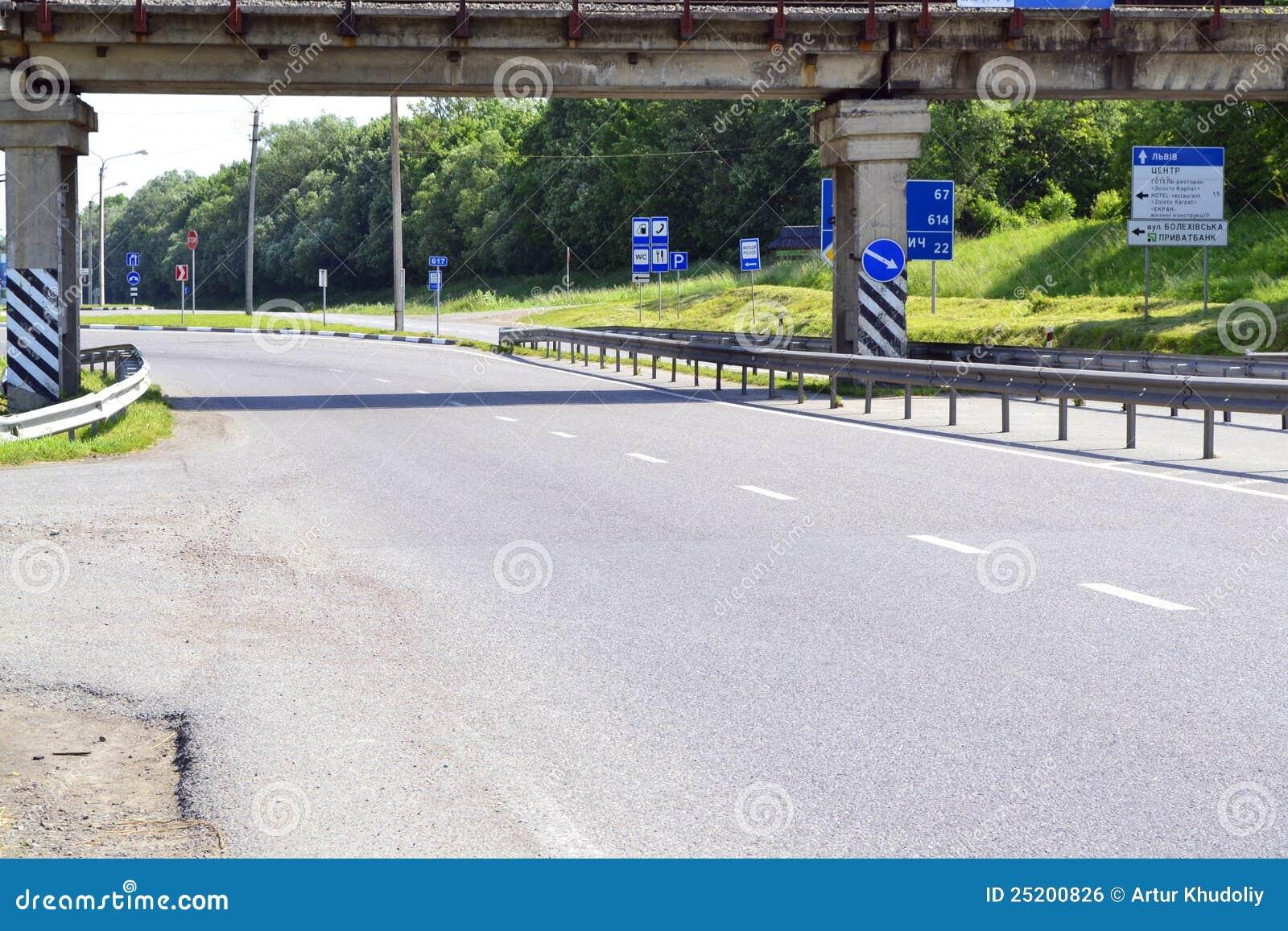 Segnali stradali differenti