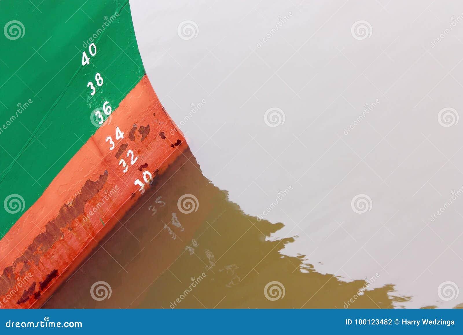 Segni di progetto dipinti sull arco di una nave