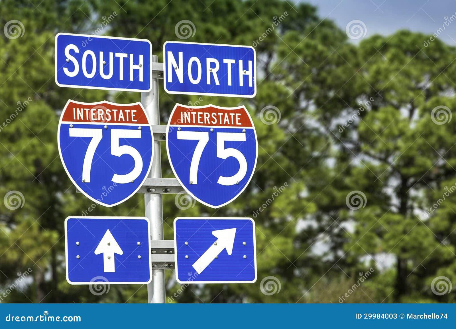 Segni direzionali lungo gli Stati Uniti I-75 da uno stato all altro in Florida del sud