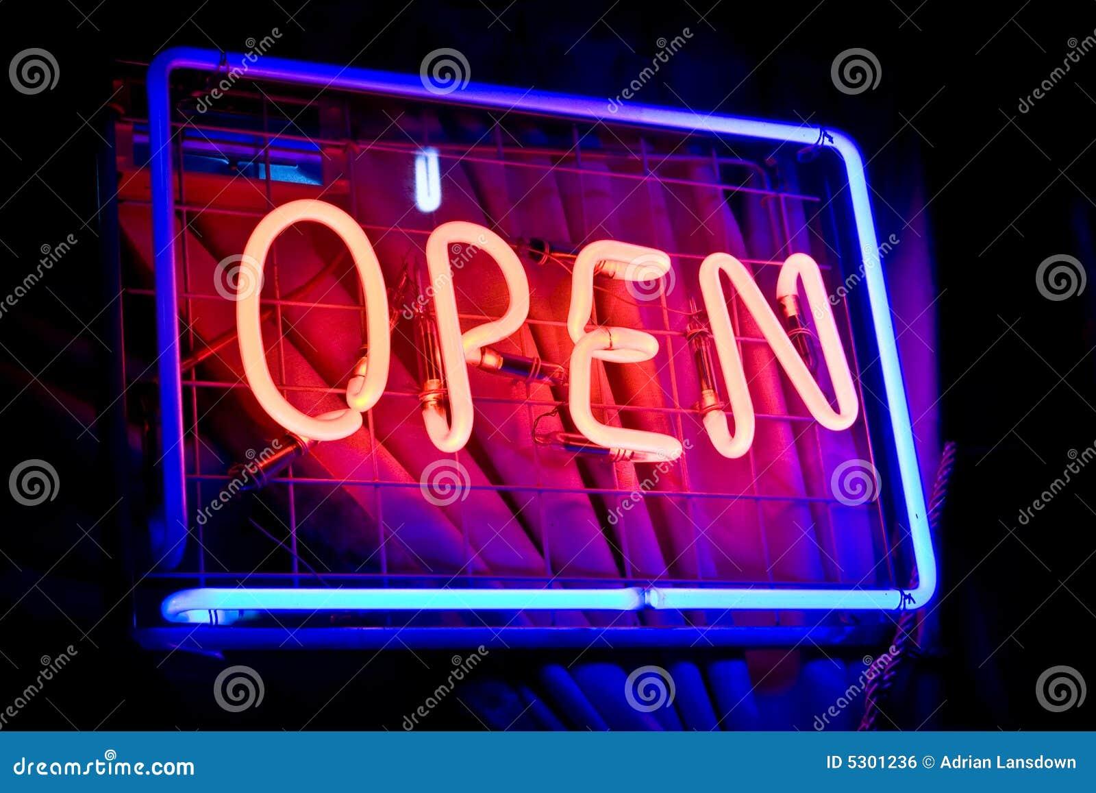 Download Segno aperto del neon fotografia stock. Immagine di luce - 5301236
