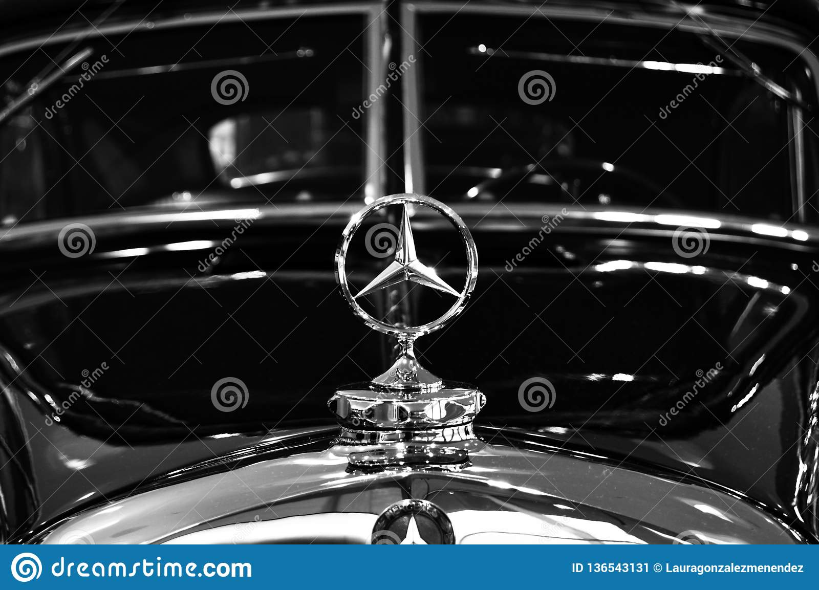 Segno di Mercedes sul modello d annata