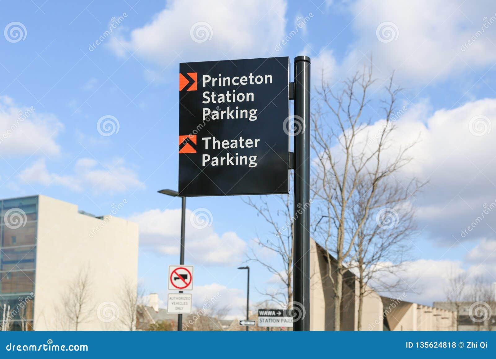 Segno di parcheggio di parcheggio del teatro della stazione di Princeton
