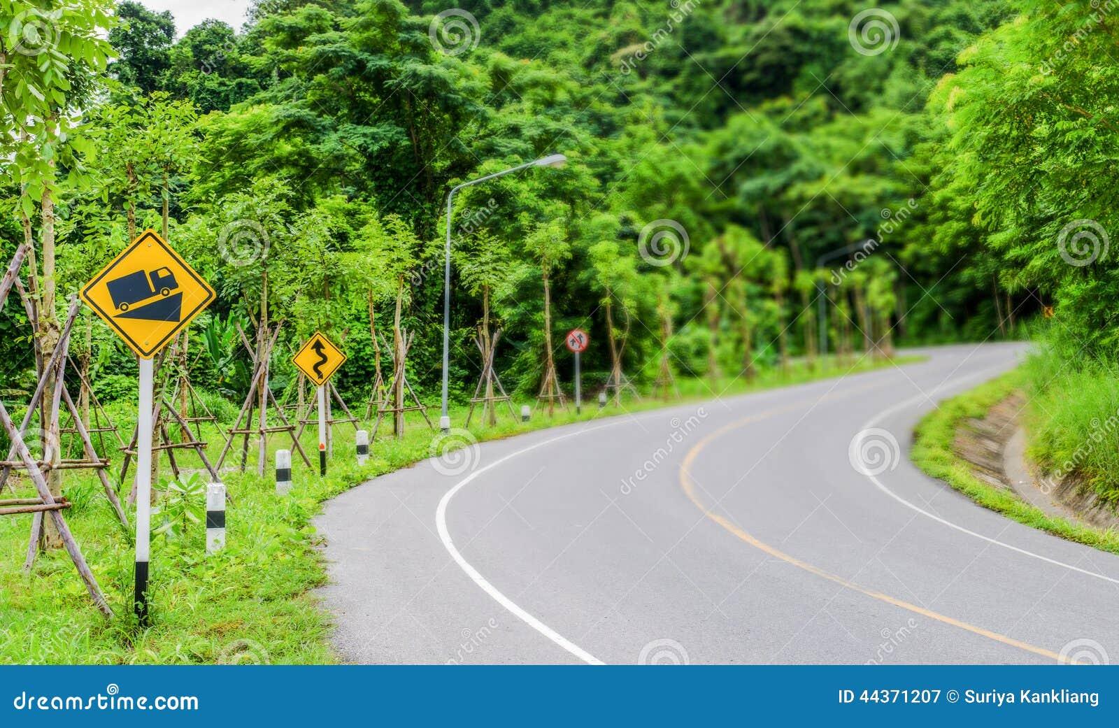 Segno di traffico stradale ripido