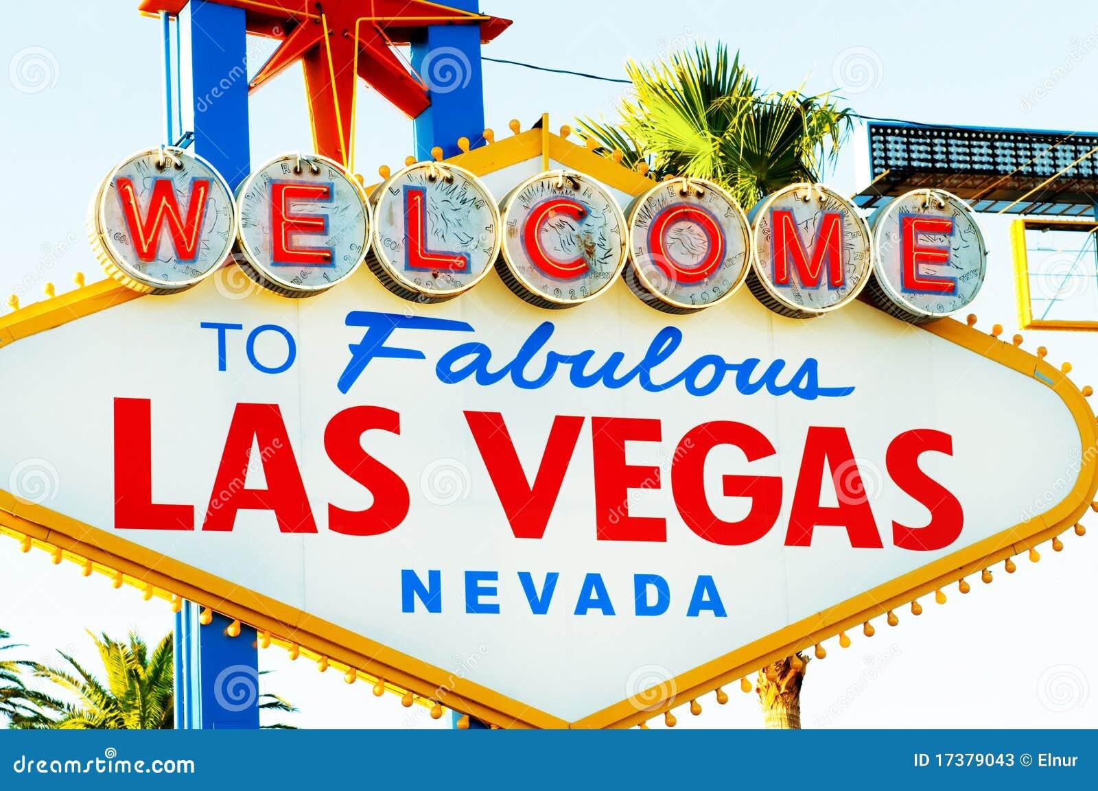 Segno famoso di Las Vegas il giorno luminoso
