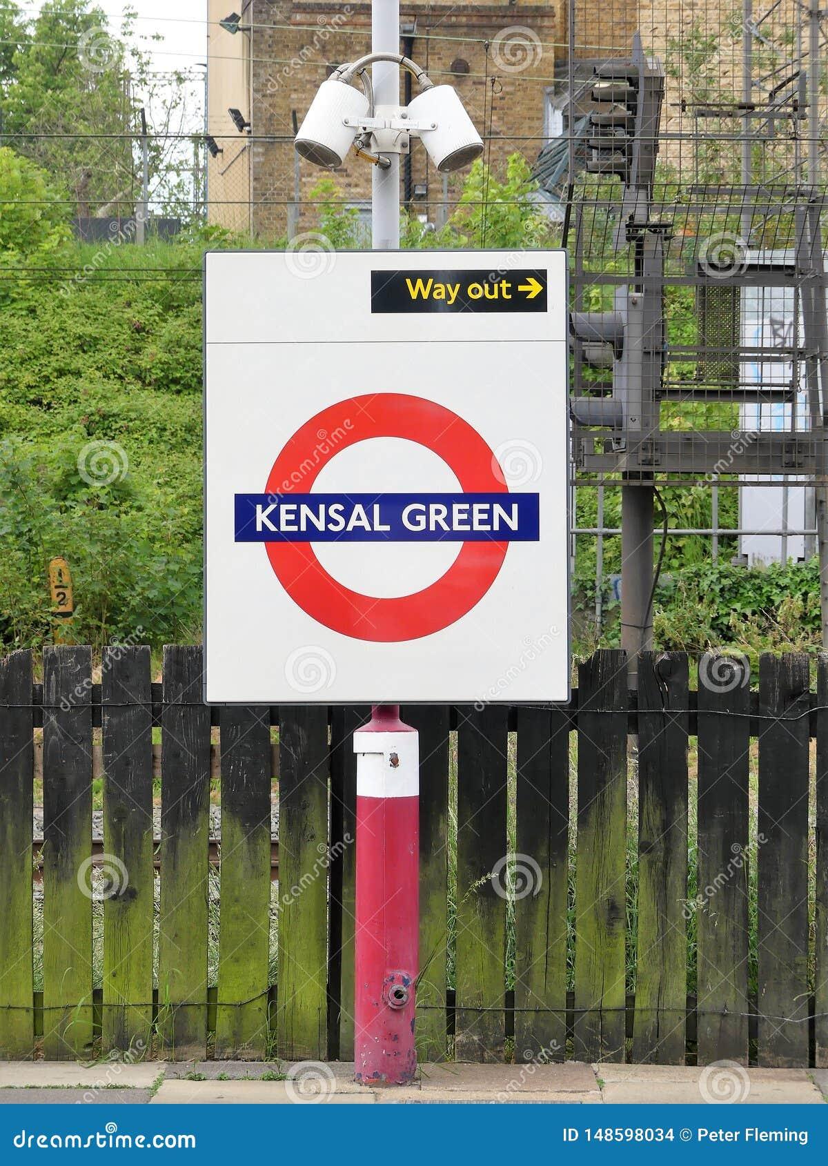 Segno ferroviario metropolitano sotterraneo del roundel di Londra di verde di Kensal