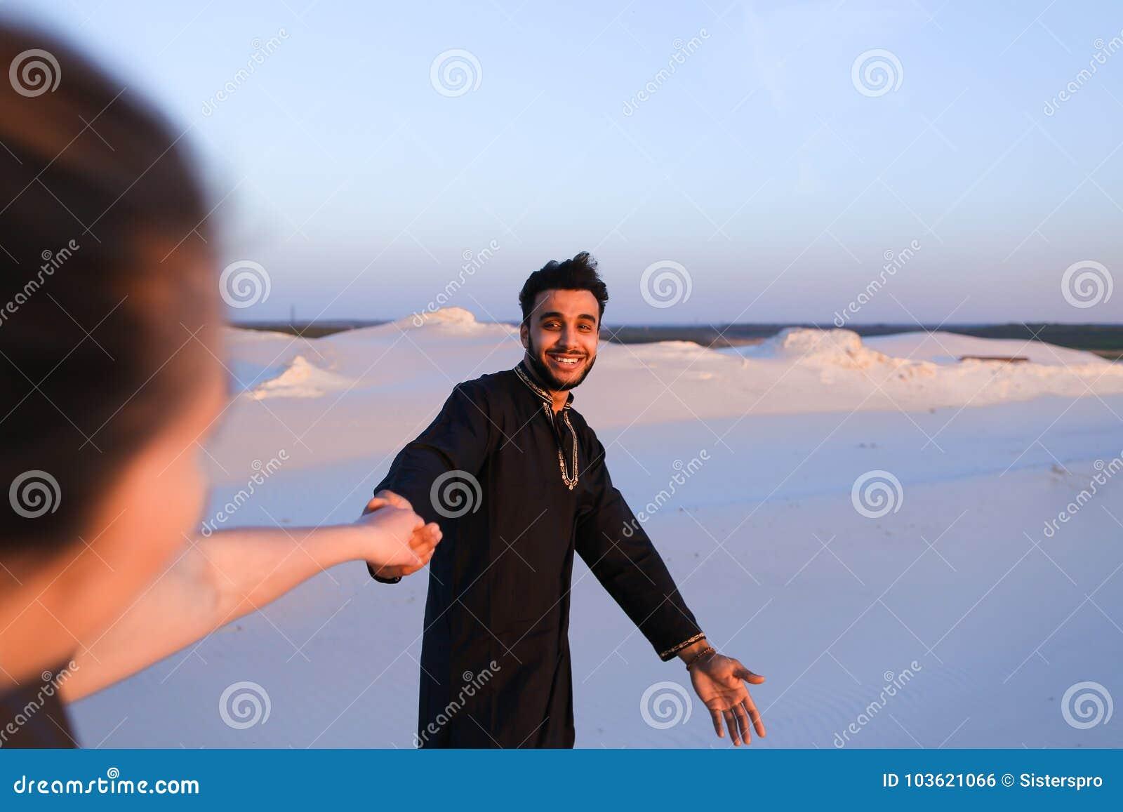 donna americana che esce con un uomo musulmano ex dice che mi ama, ma sta uscendo con qualcun altro
