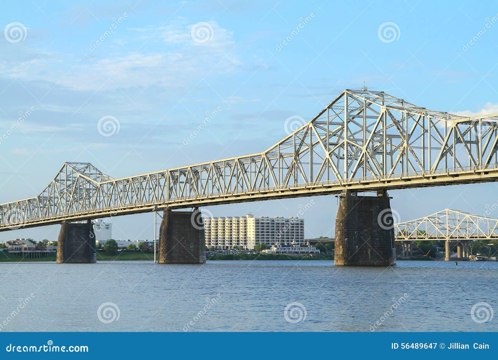 Segunda ponte da rua entre Kentucky e Indiana
