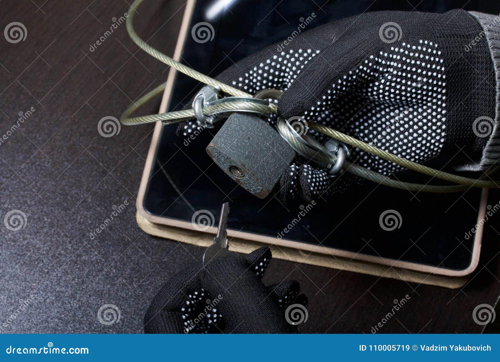 Seguridad de ordenador Protección del acceso a los datos La tableta es protegida por un cable de la seguridad y una cerradura Un