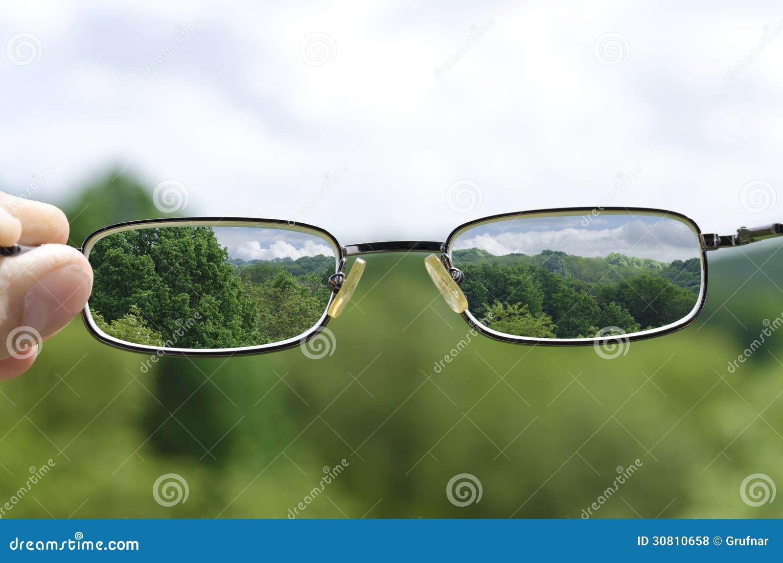 Sehen der Natur durch die Gläser