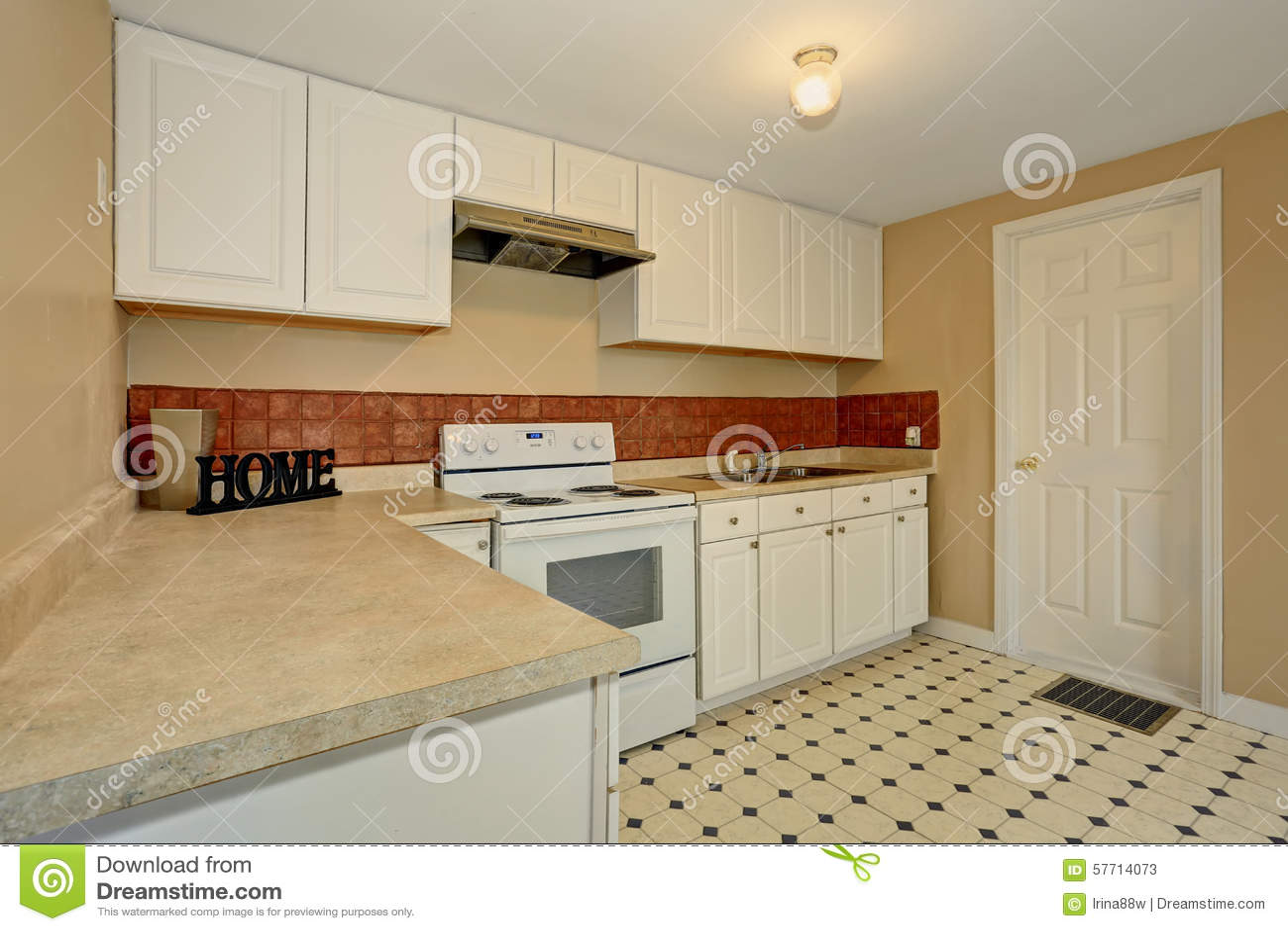 sehr einfache küche mit fliesenboden stockfoto - bild: 57714073