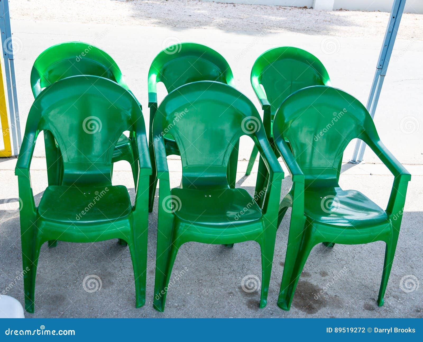 Sedie Verdi Di Plastica.Sei Sedie Di Plastica Verdi Fotografia Stock Immagine Di Mobilia