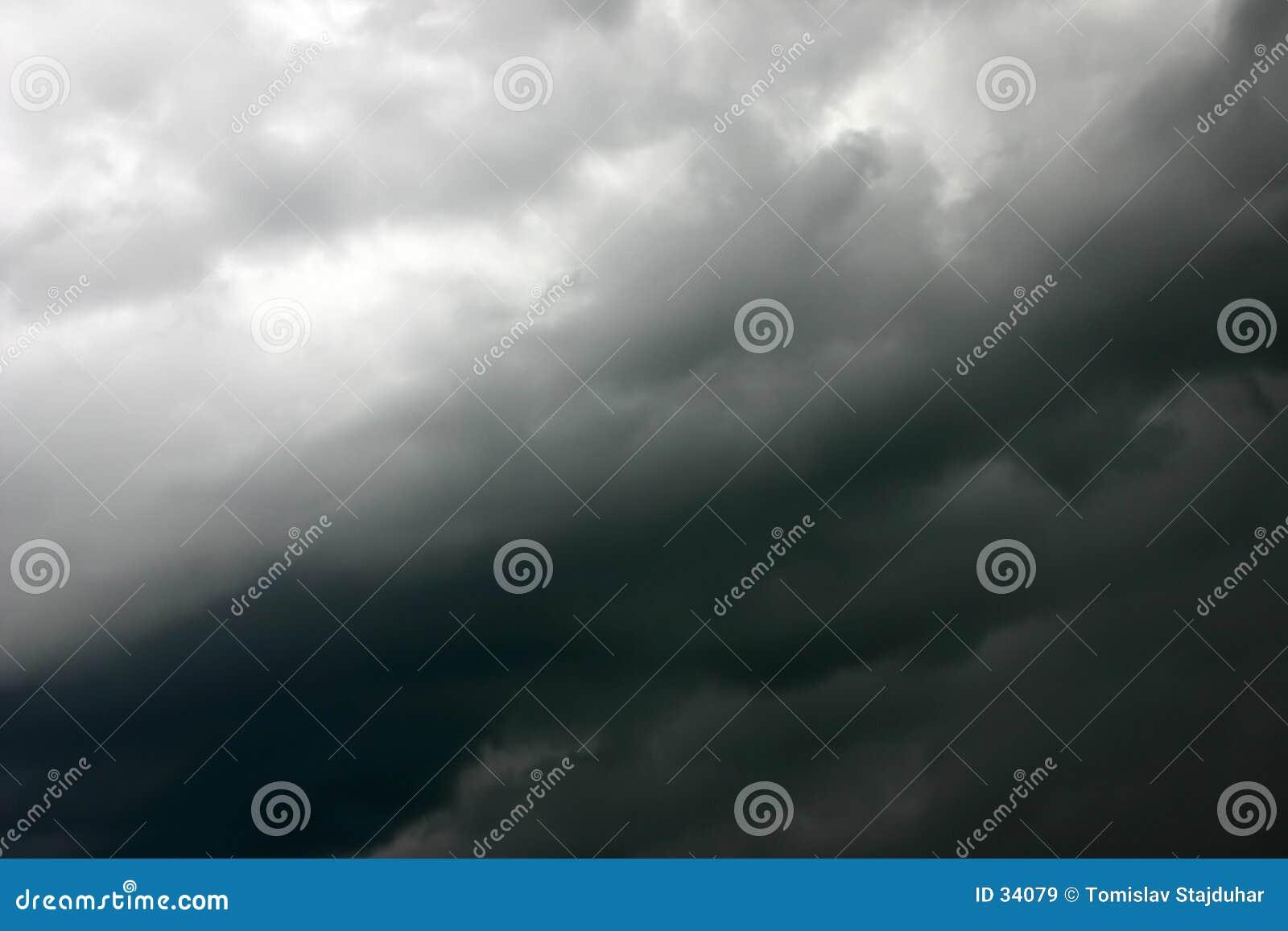 Seidiger Sturmhimmel