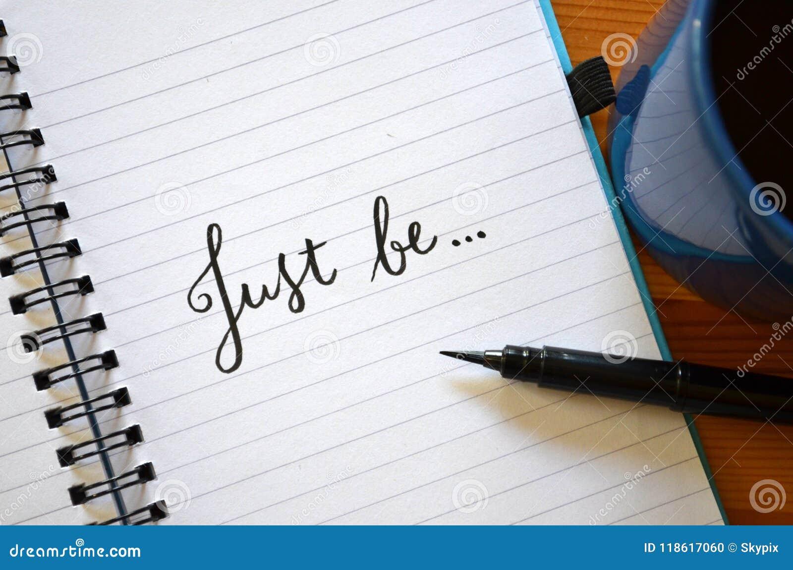 SEIEN Sie EINFACH im Notizbuch hand-mit Buchstaben gekennzeichnet