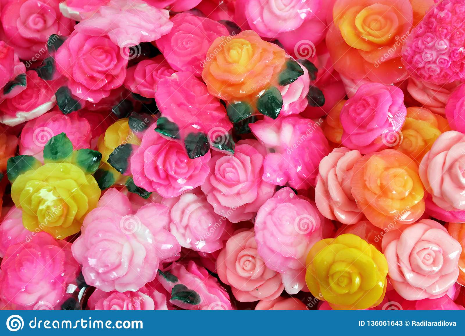 Seife in Form einer Rose mit dem traditionellen bulgarischen rosafarbenen Öl Bulgarische Hintergrundbeschaffenheit des rosafarben