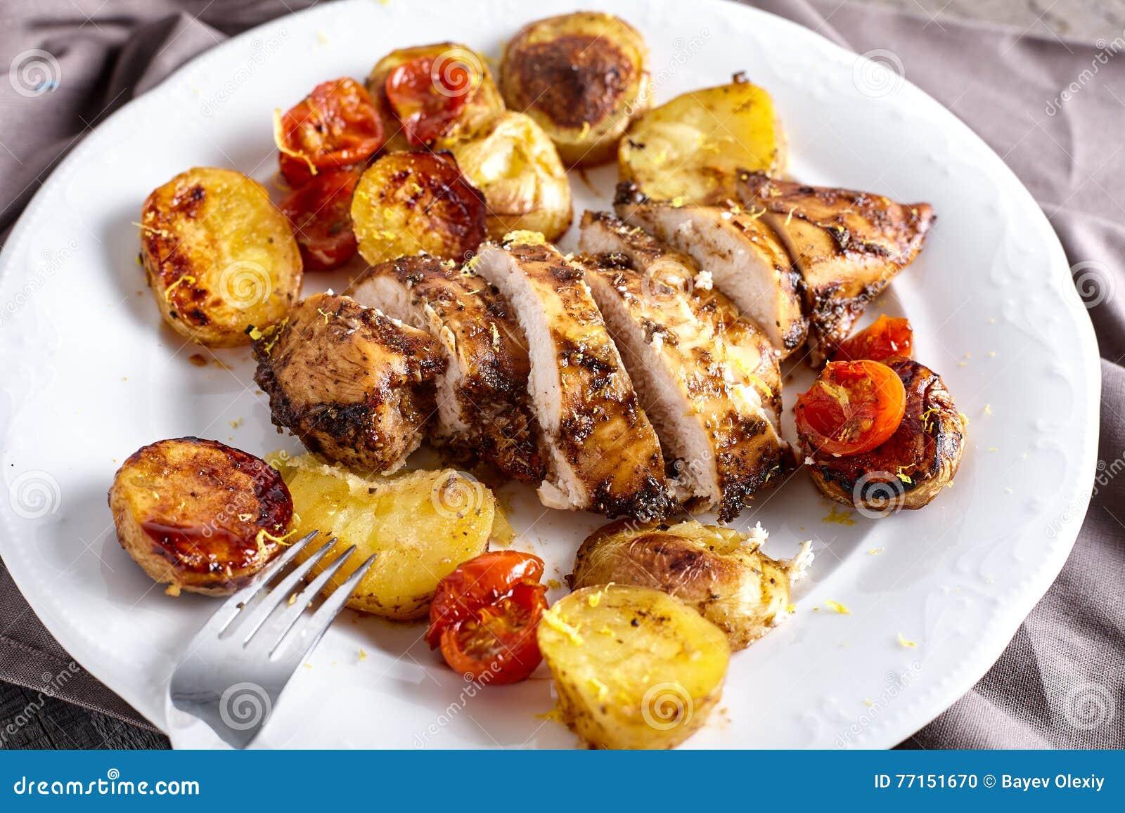 Sein rôti de poulet du plat blanc