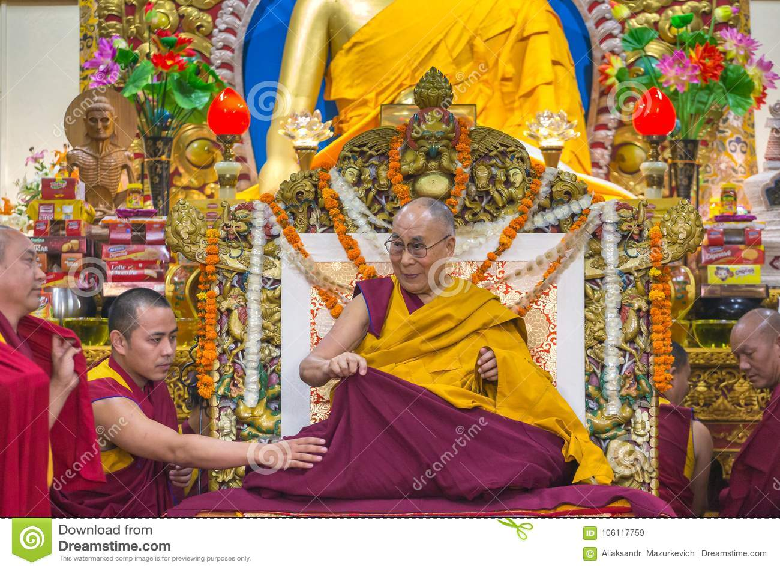 Seine Heiligkeit die 14 Dalai Lama Tenzin Gyatso gibt Unterricht in seinem Wohnsitz in Dharmshala, Indien