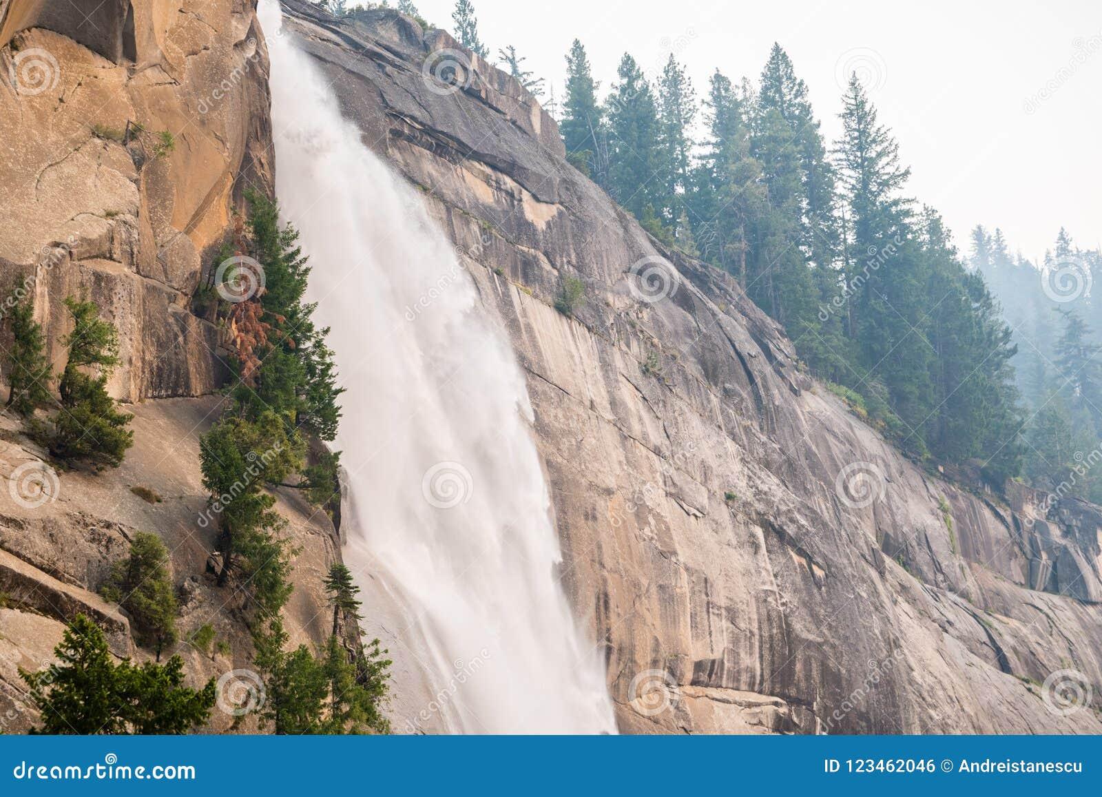 Seitenansicht von Nevada Falls