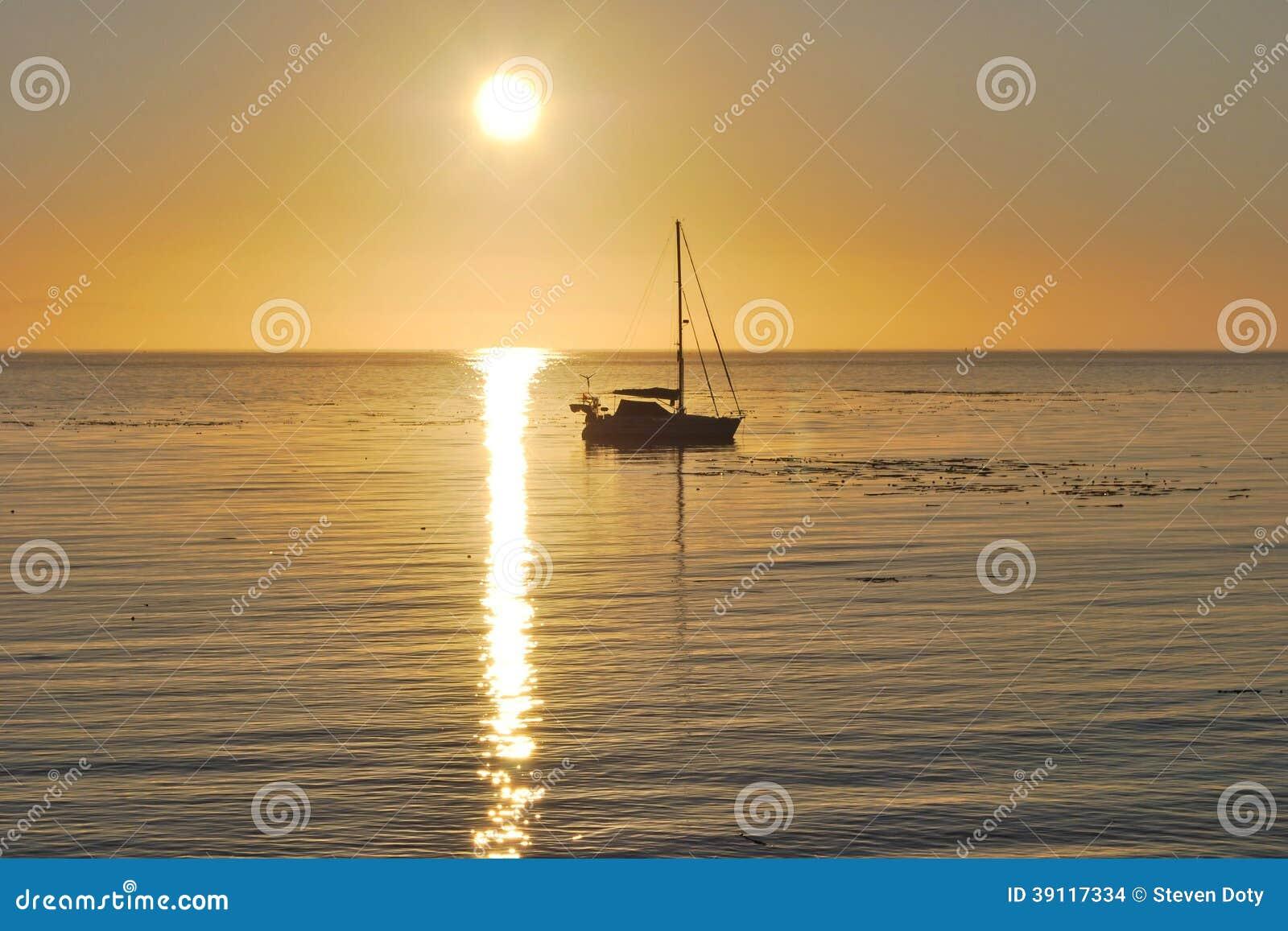 Sekiuzeilboot bij Zonsopgang