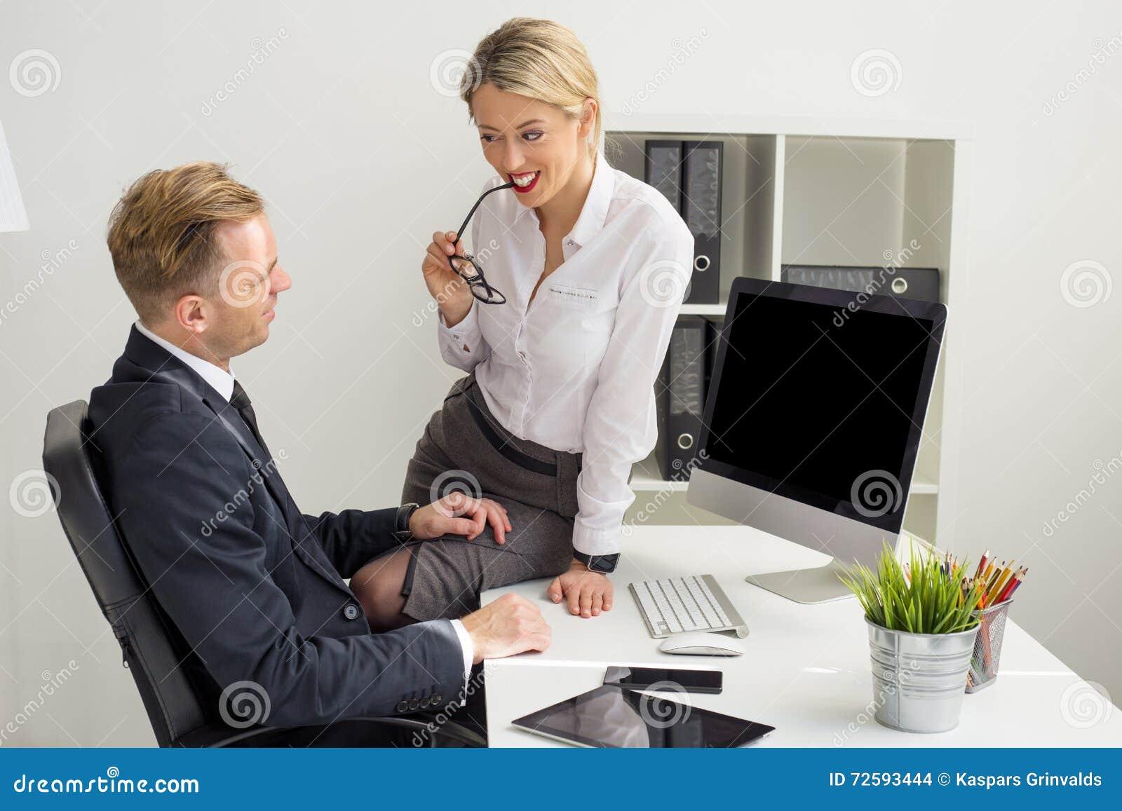 Sekretärin Mit Ihrem Chef Auf Der Toilette