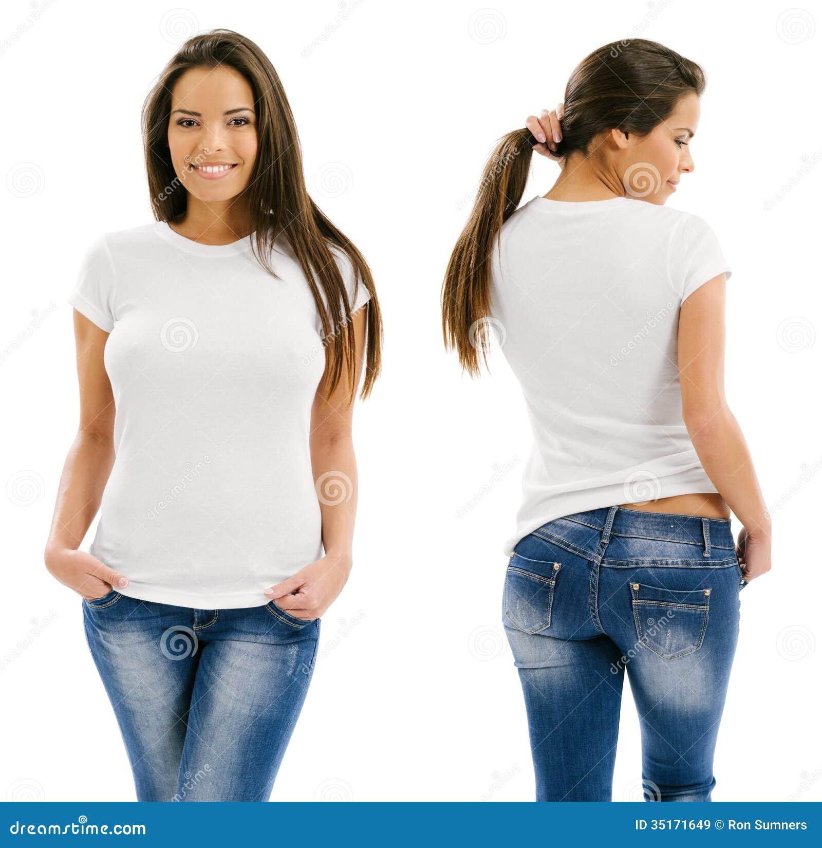 Seksowna kobieta pozuje z pustą białą koszula