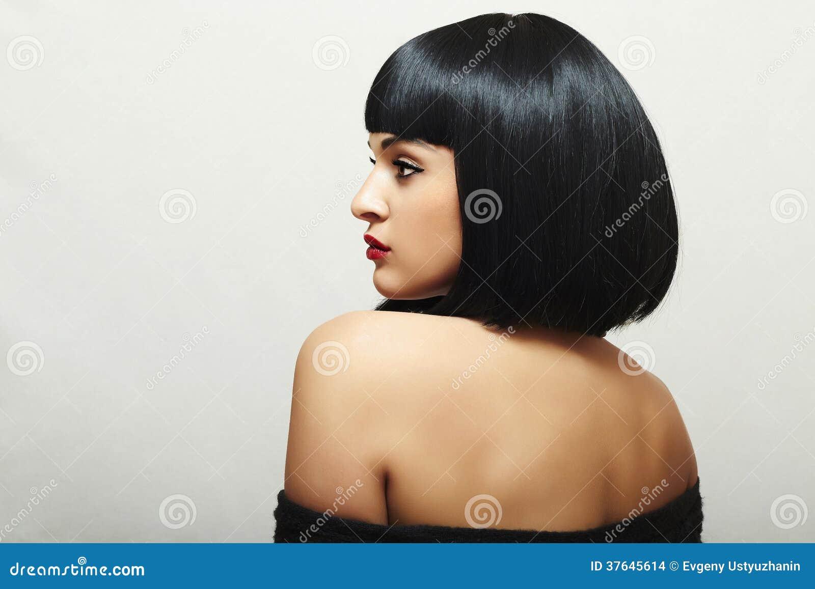 Seksowny plecy Piękna brunetki kobieta z koczka ostrzyżeniem. Ładna piękno dorosłego dziewczyna