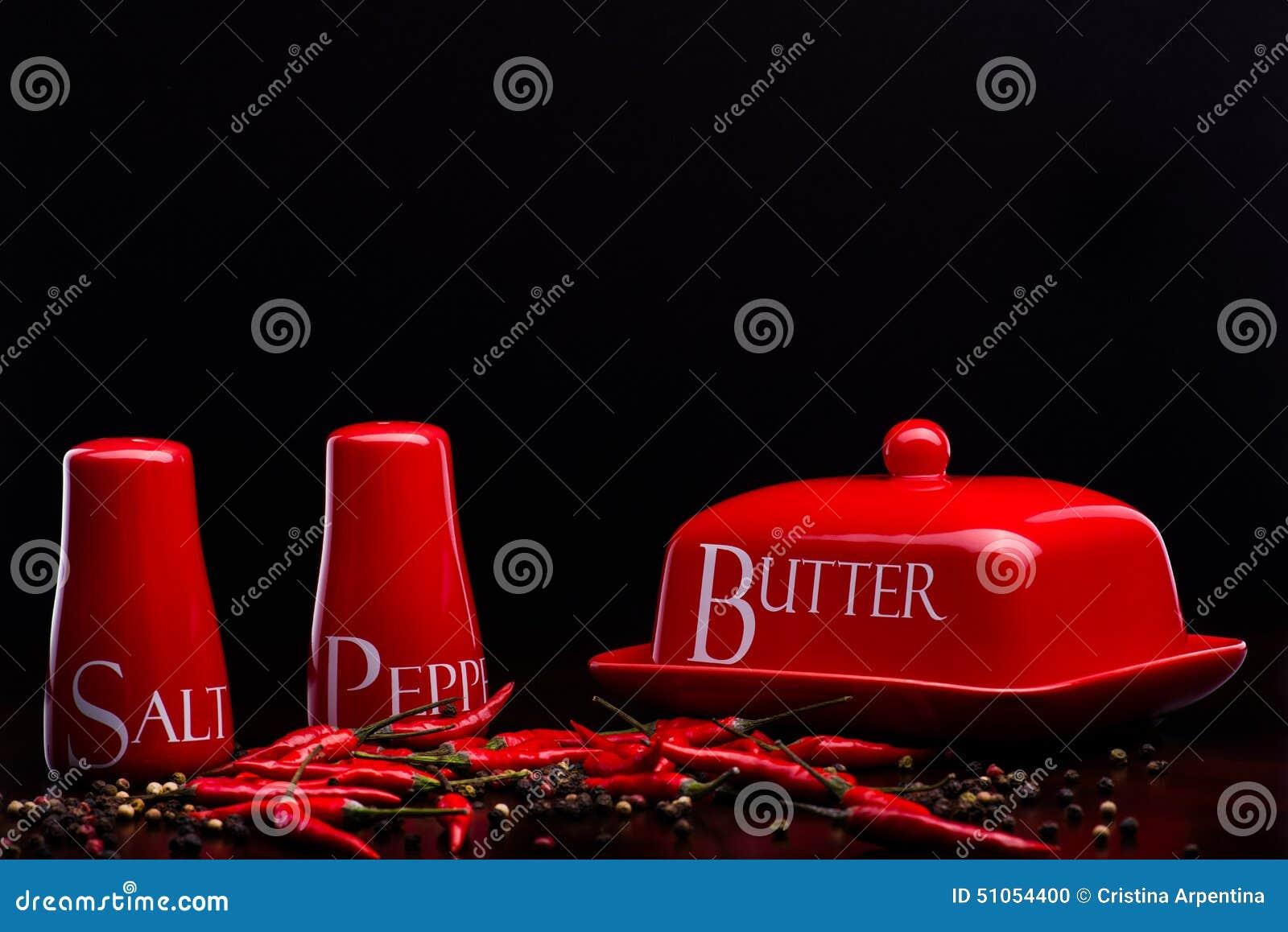 sel cave poivre bo te et beurre rouges sur le fond de darck par cristina arpentina photo stock. Black Bedroom Furniture Sets. Home Design Ideas