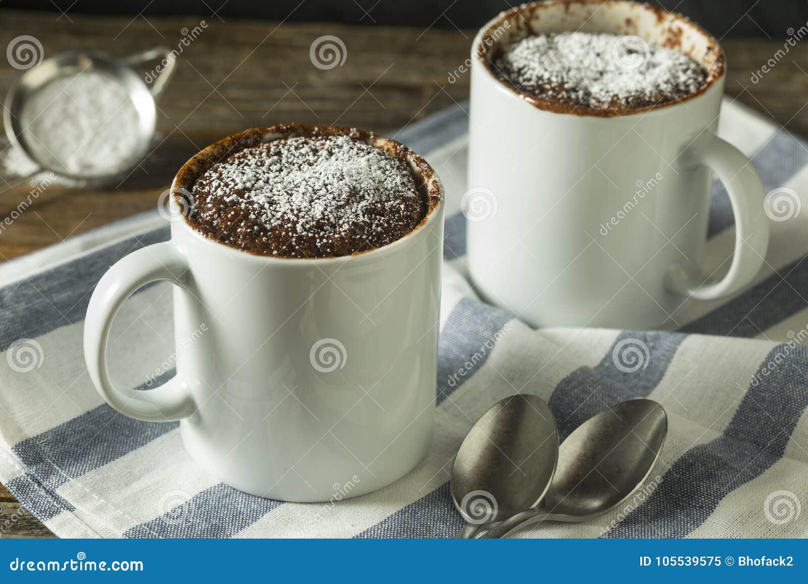 Selbst gemachte Mikrowellen-Schokoladen-Becher-Schokoladenkuchen