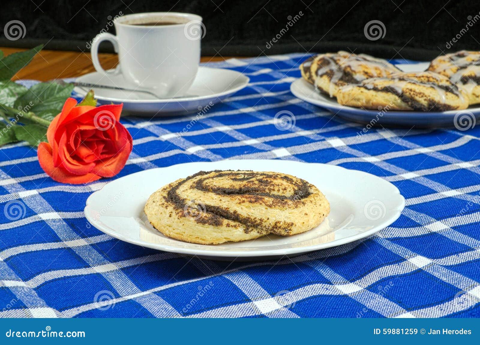 Selbst Gemachter Kuchen Mit Mohn In Form Einer Schnecke Mit Einem