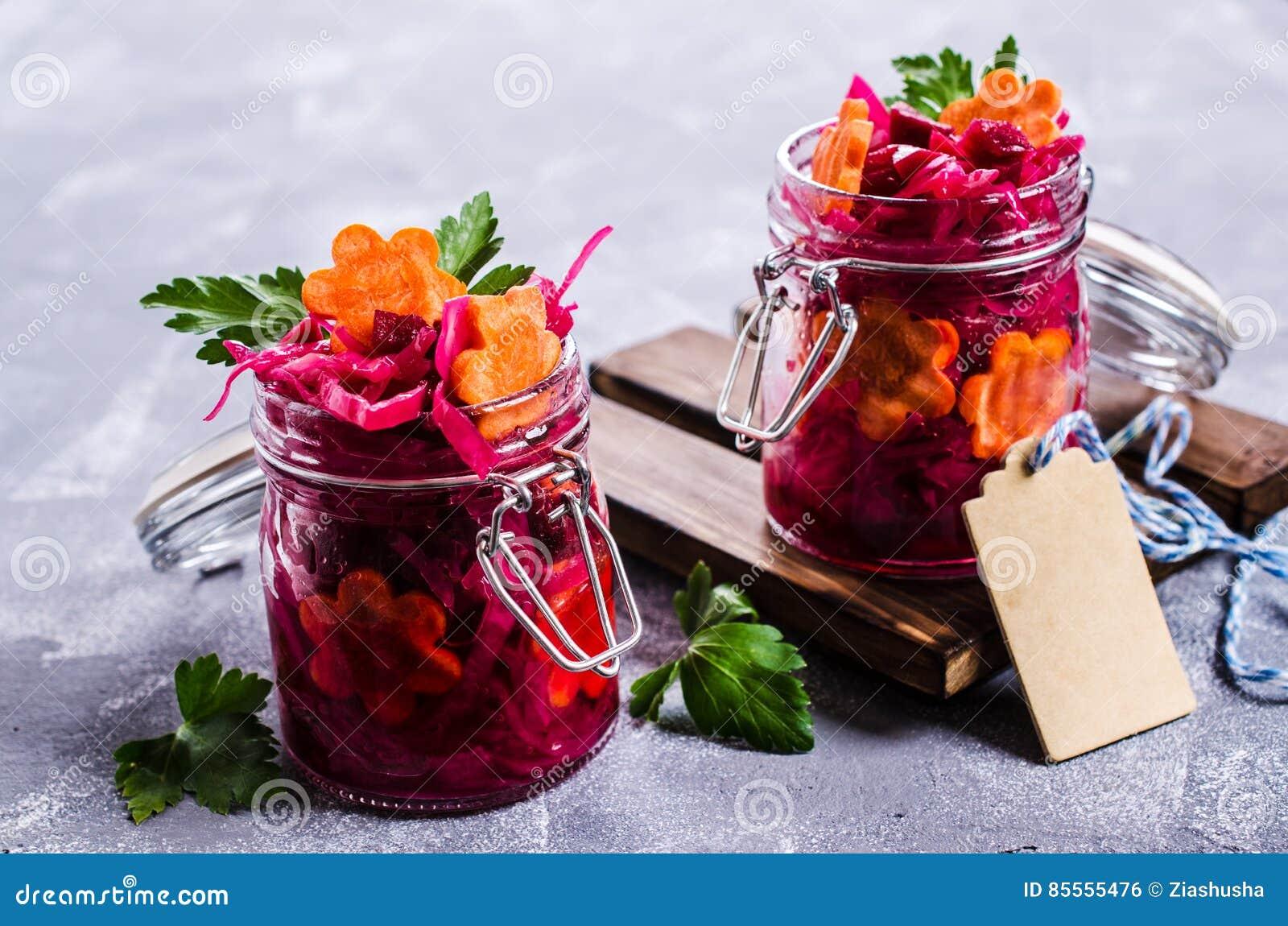 Selbst gemachtes in Essig eingelegtes Gemüse