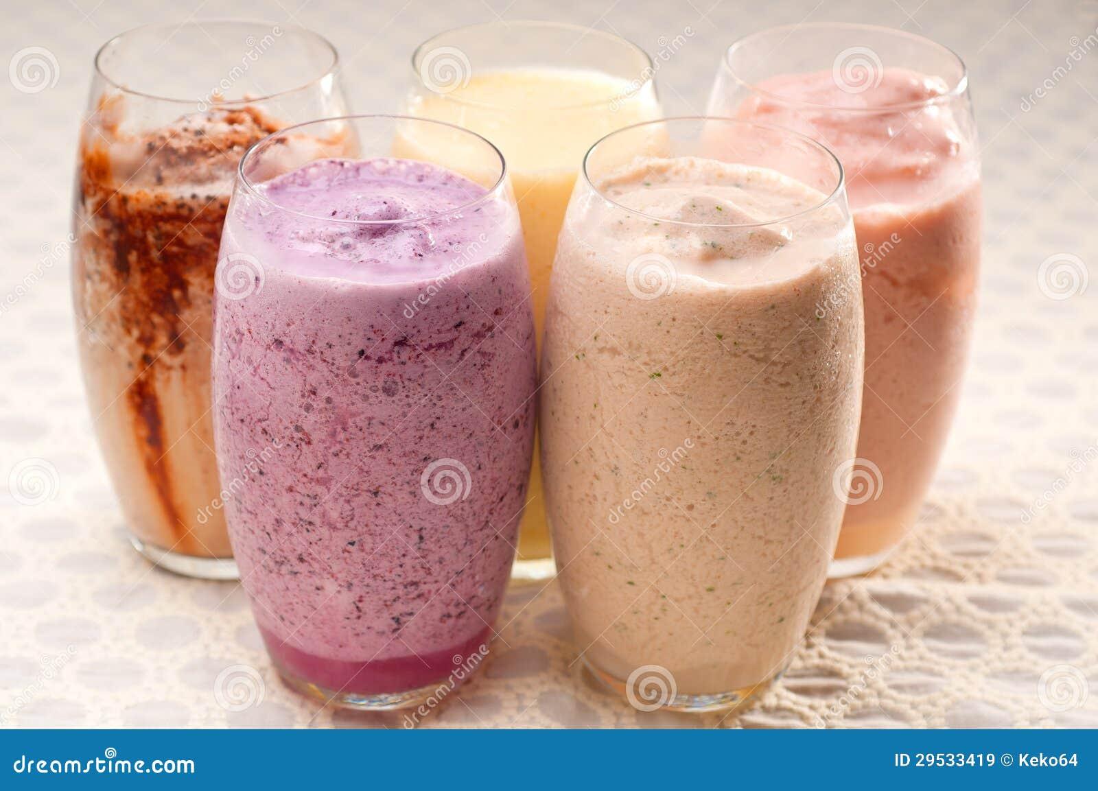 Seleção de bebidas longas dos frutos