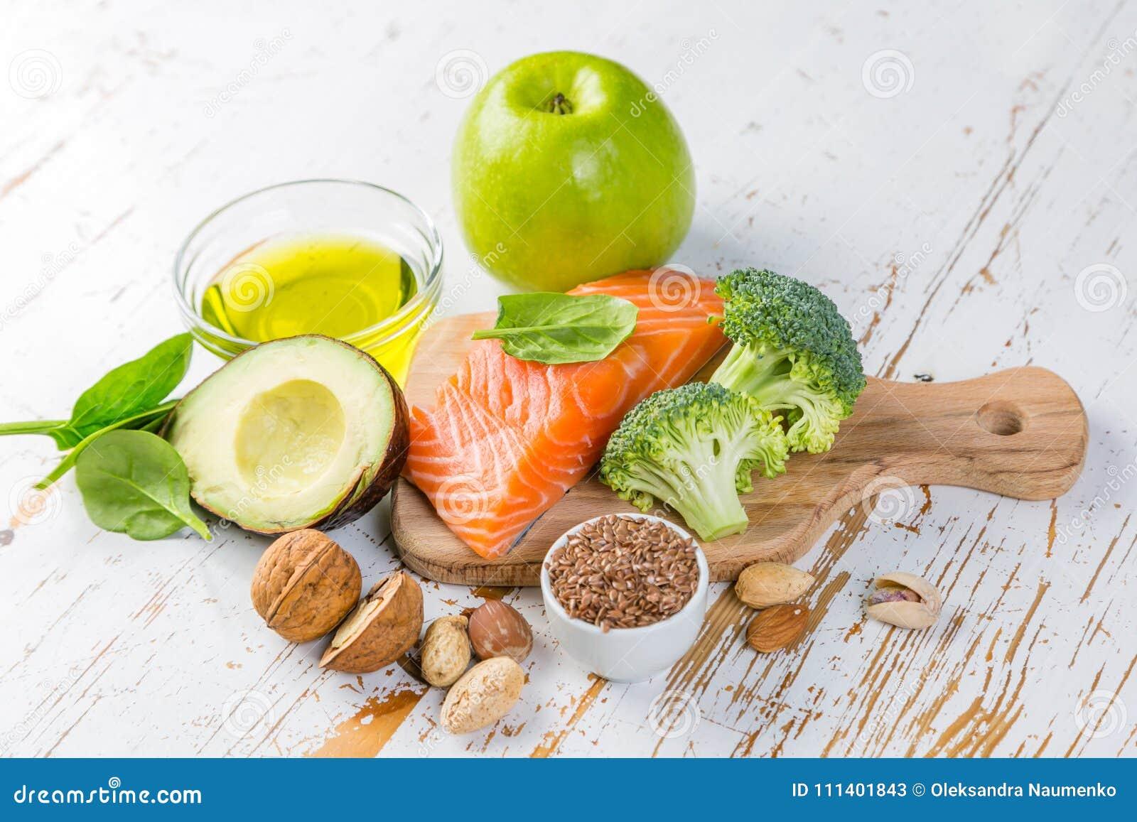 Seleção de fontes saudáveis do alimento - conceito saudável comer Conceito Ketogenic da dieta